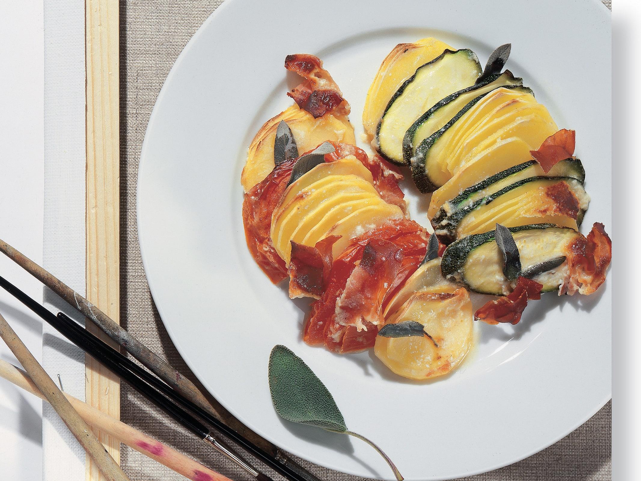 Gratin de pommes de terre aux légumes et au jambon cru
