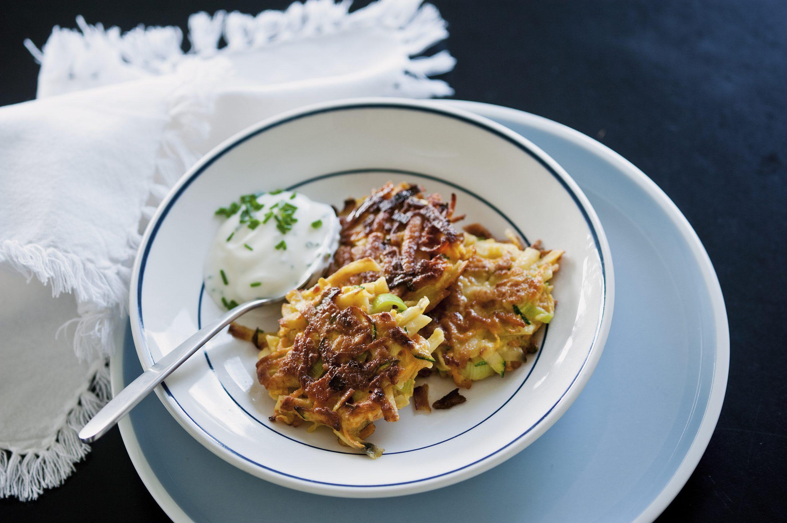 Kartoffel-Gemüseküchlein mit Kräuterquark