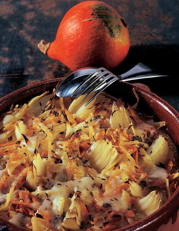 Kartoffel-Kürbis-Gratin mit Kümmelguss