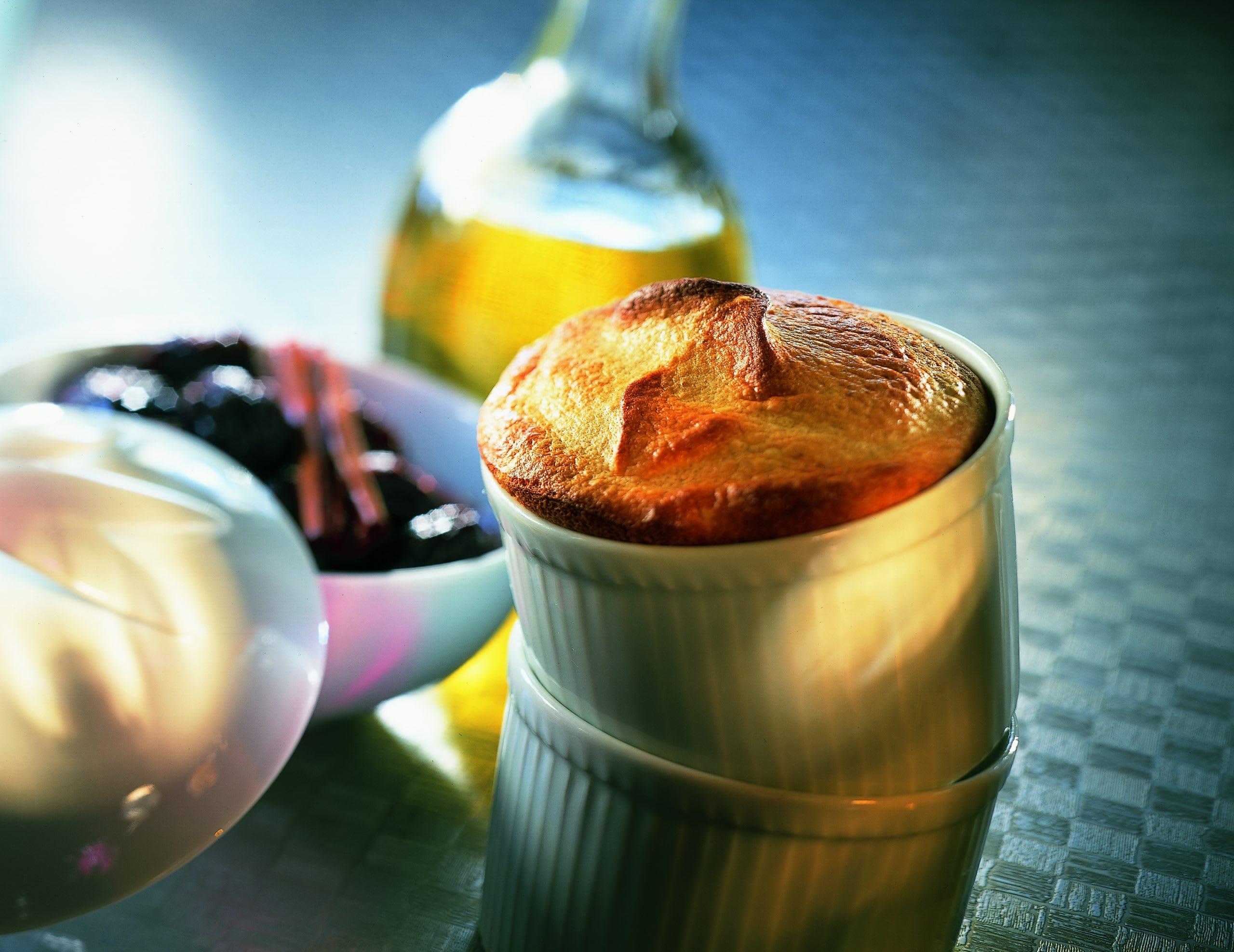 Kartoffel-Marzipan-Soufflé mit Glühwein-Dörrzwetschgen