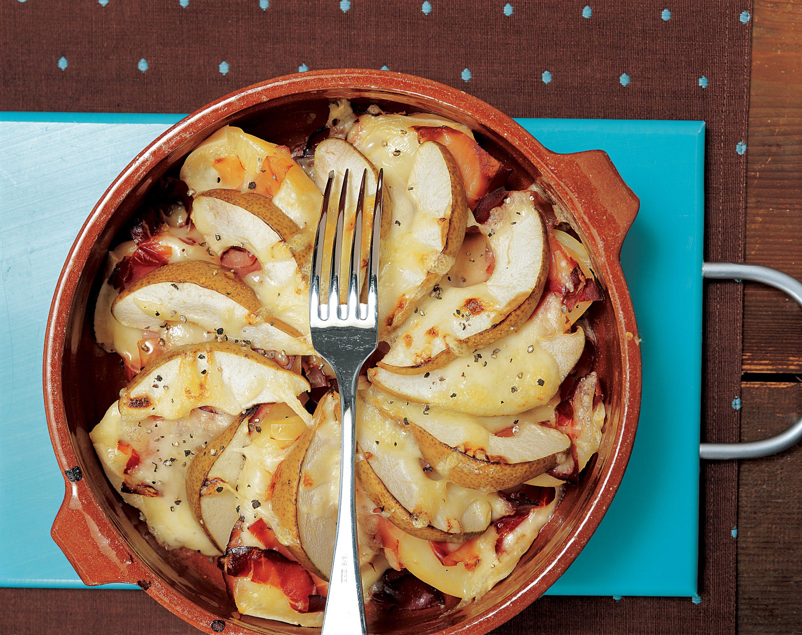 Gratin de pommes de terre et de raclette aux poires et au jambon