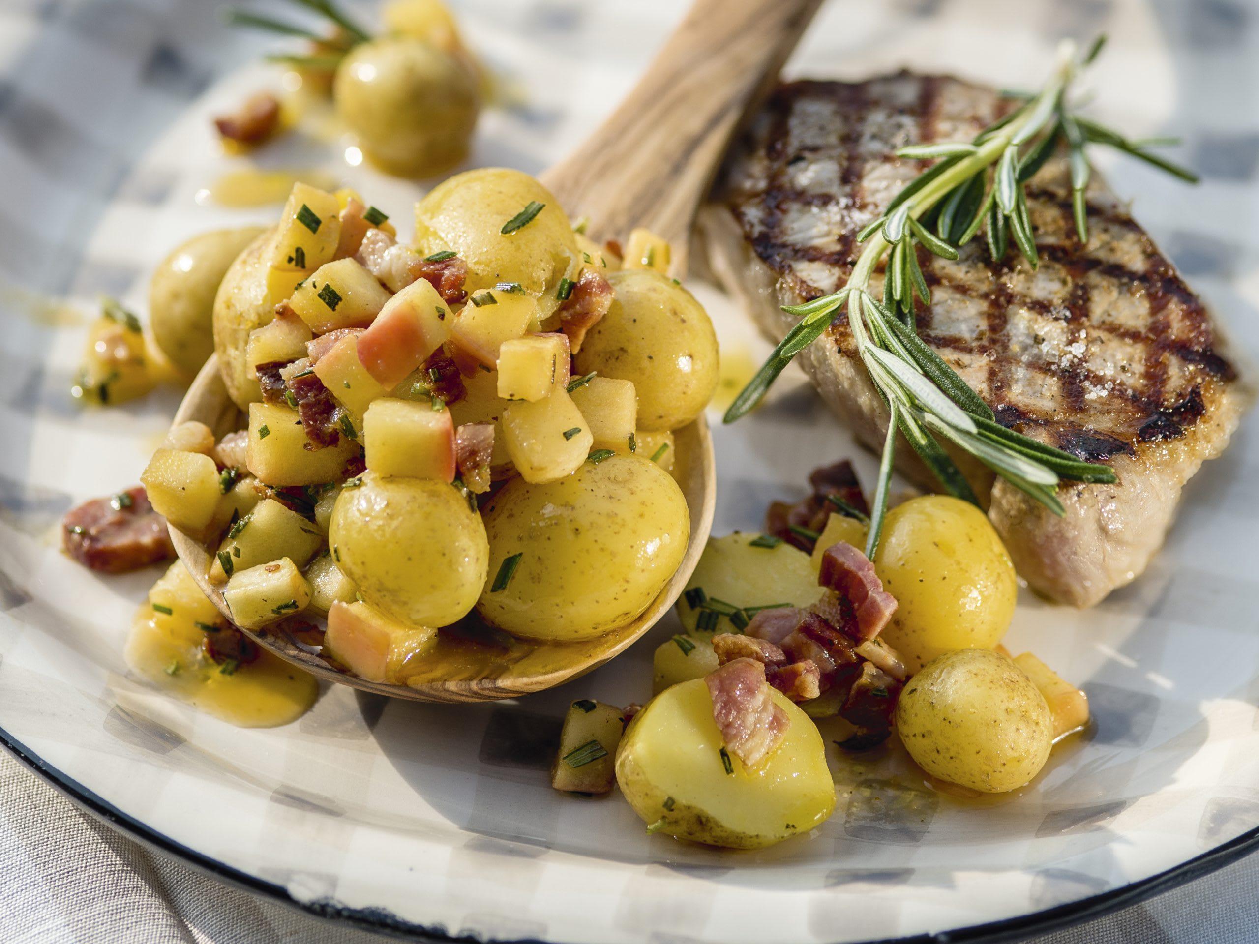Kartoffelsalat an Apfel-Rosmarin-Sauce