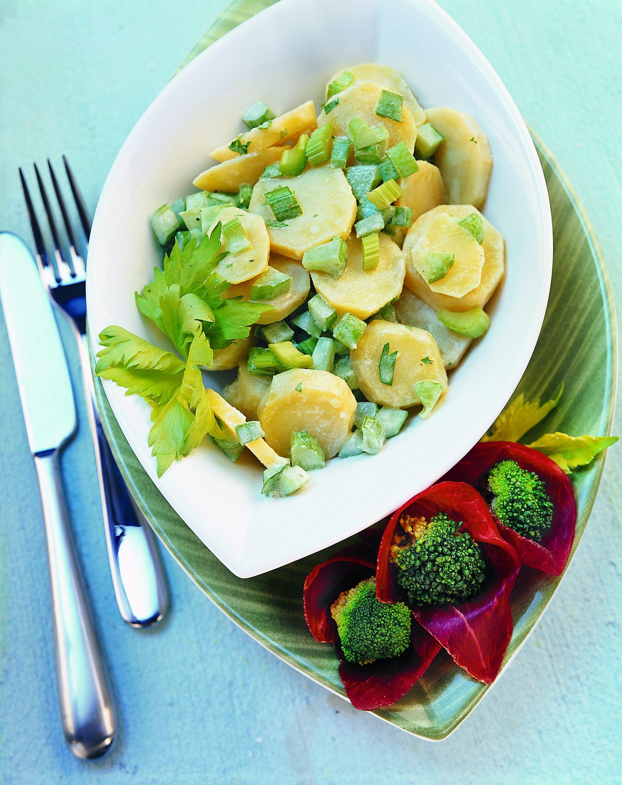 Kartoffelsalat mit Broccoli-Bündnerfleischröschen