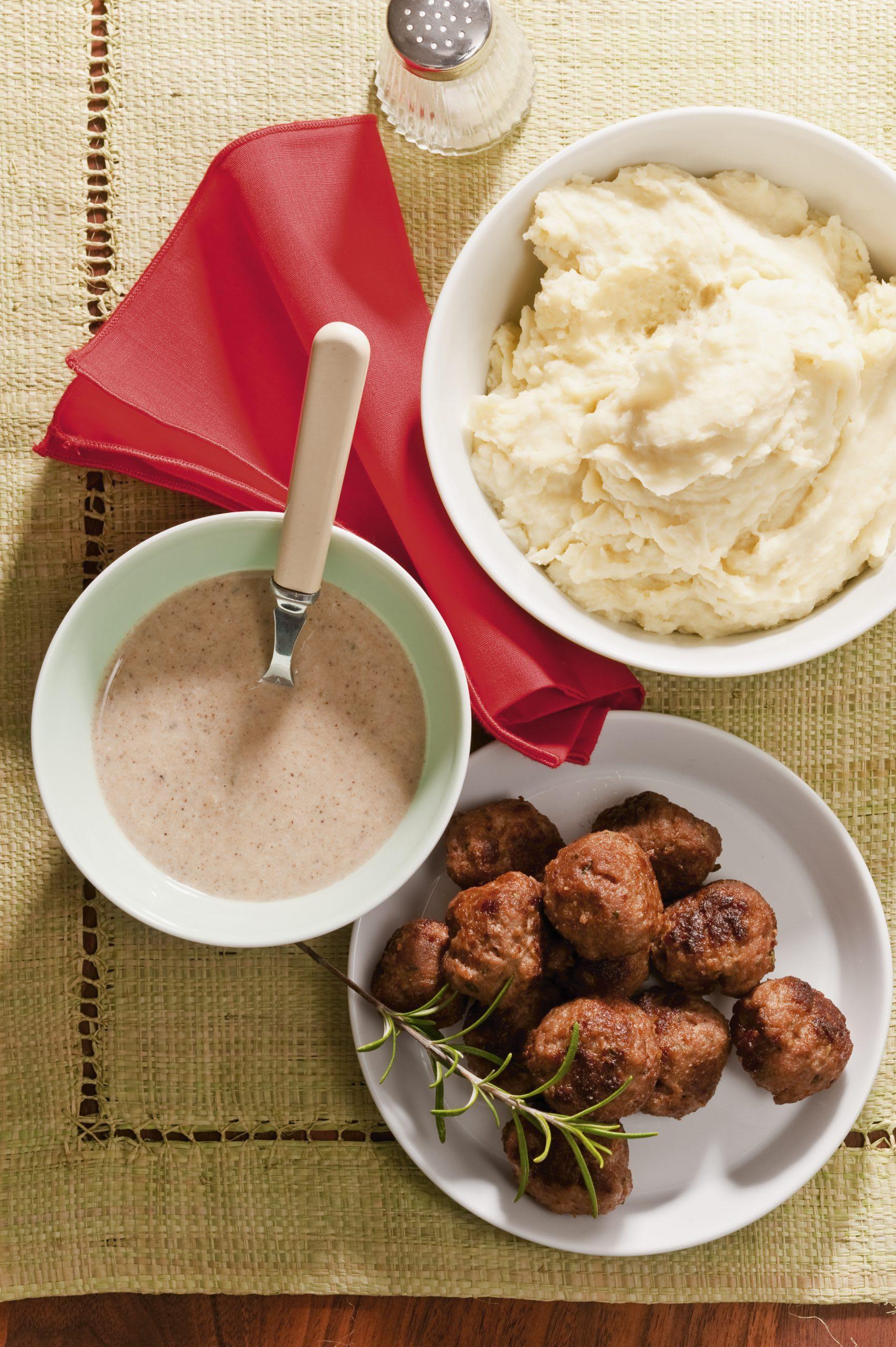 Purée de pommes de terre et boulettes de viande hachée