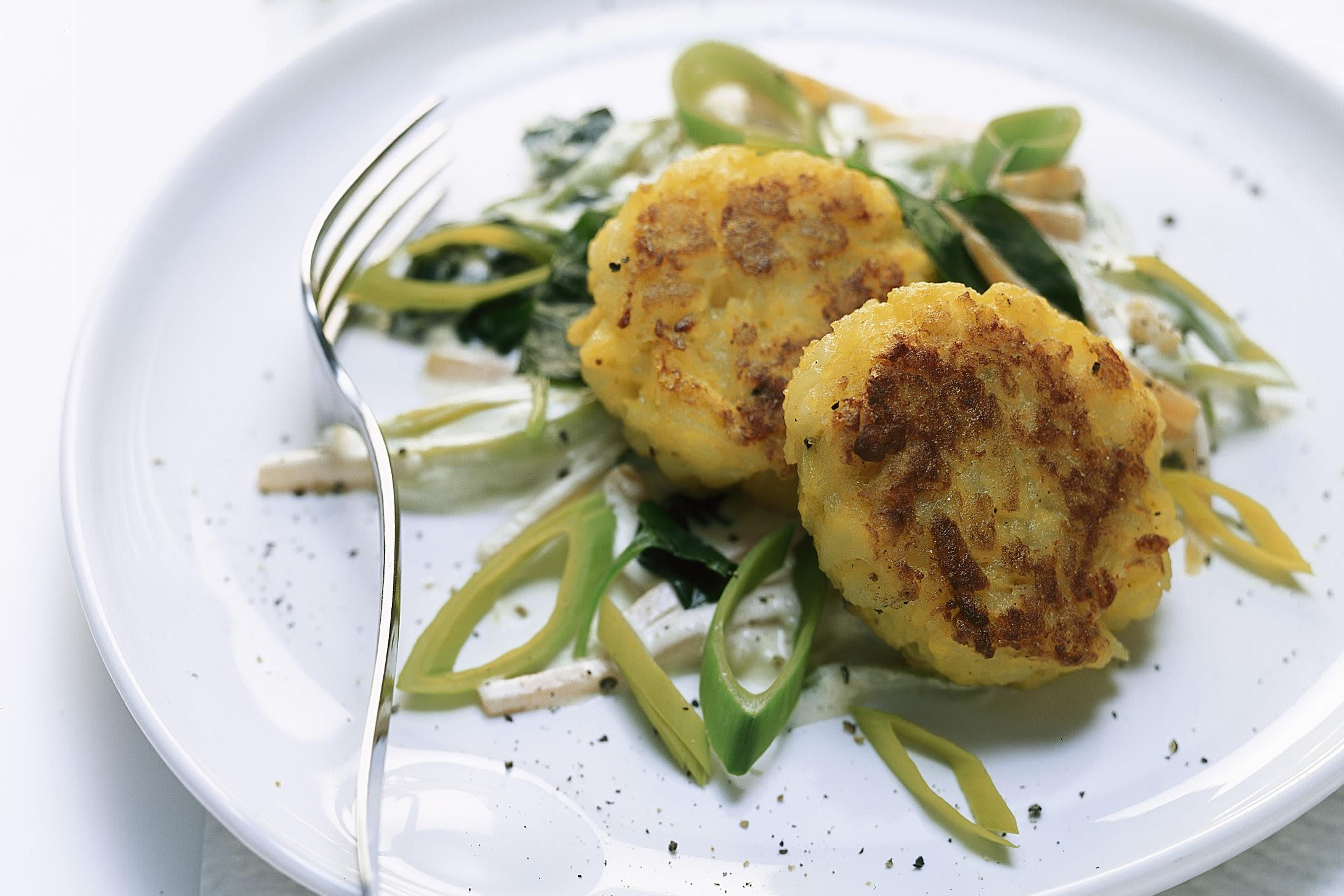 Kartoffeltätschli an Gemüse-Quark-Sauce