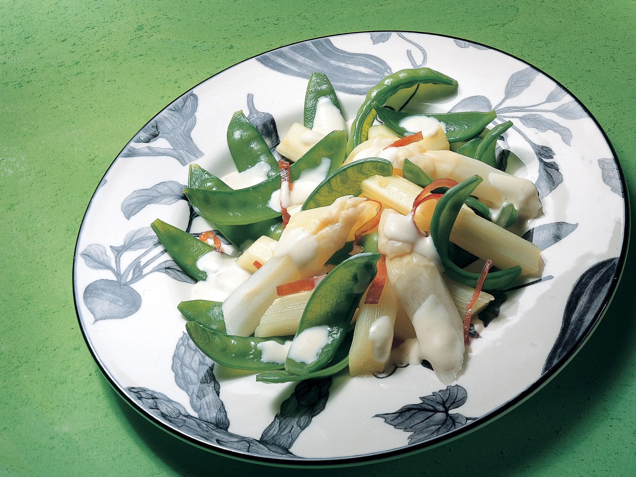 Salade d'asperges et de pois mange-tout sauce à l'estragon