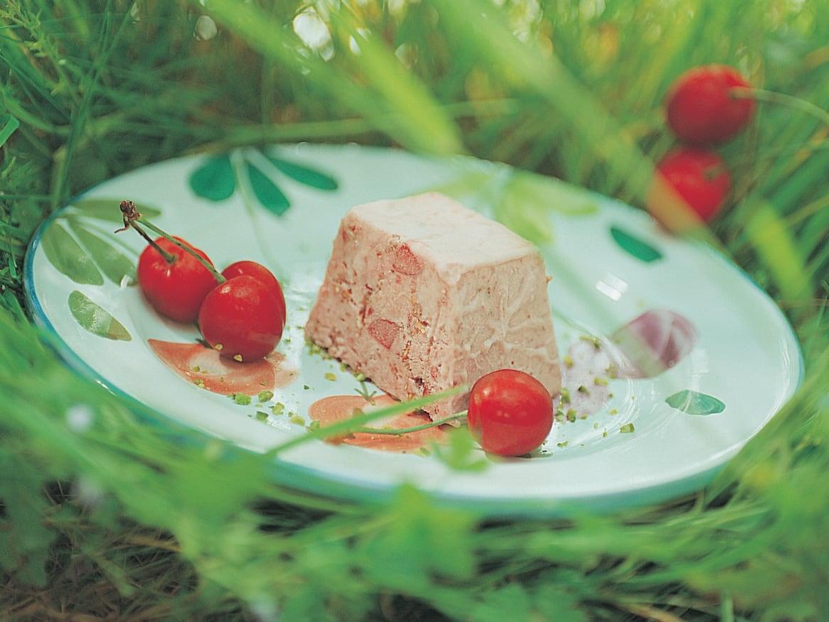 Kirschen-Parfait mit Roggenschrot