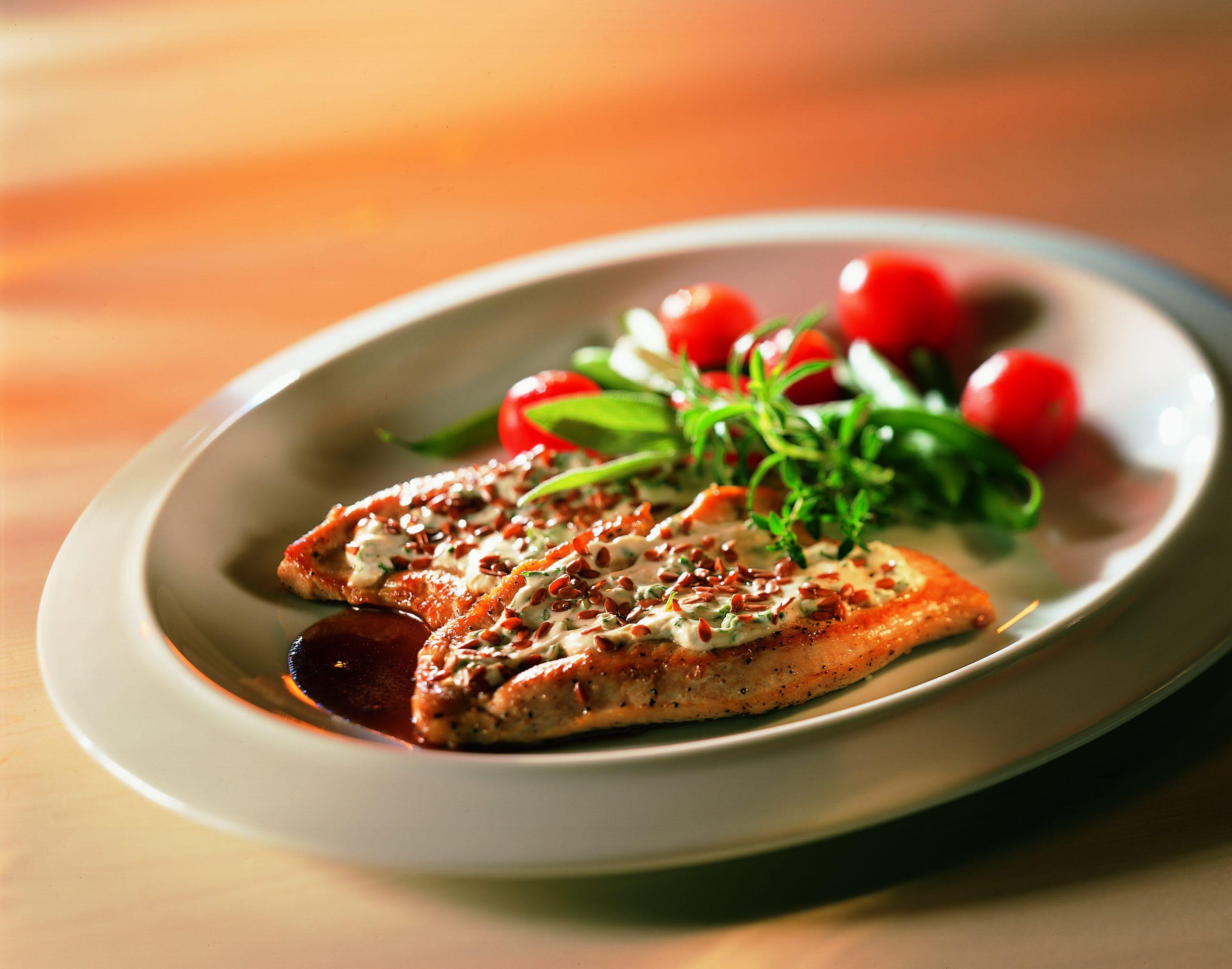 Kleine Truthahnschnitzel an Rotweinsauce