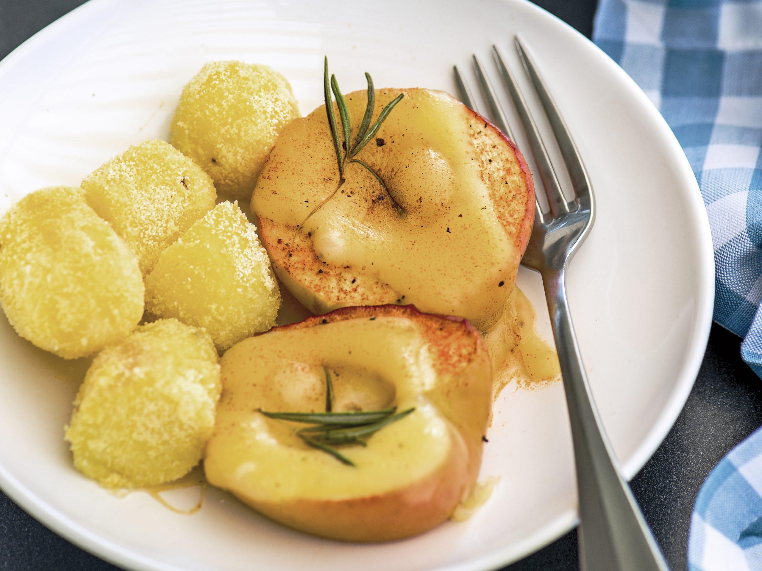 Pommes de terre croustillantes et pommes au fromage à raclette