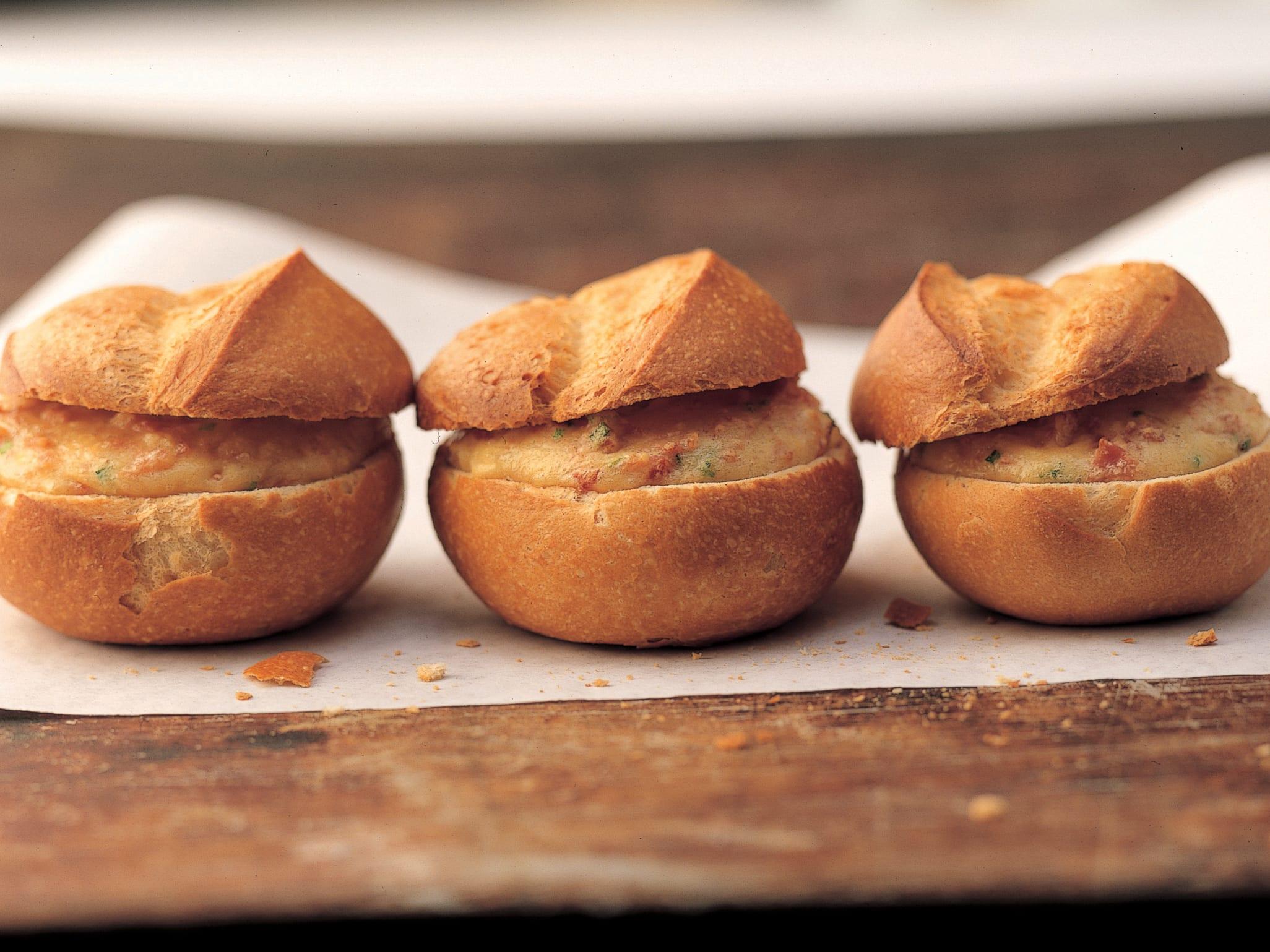 Petits pains croustillants fourrés