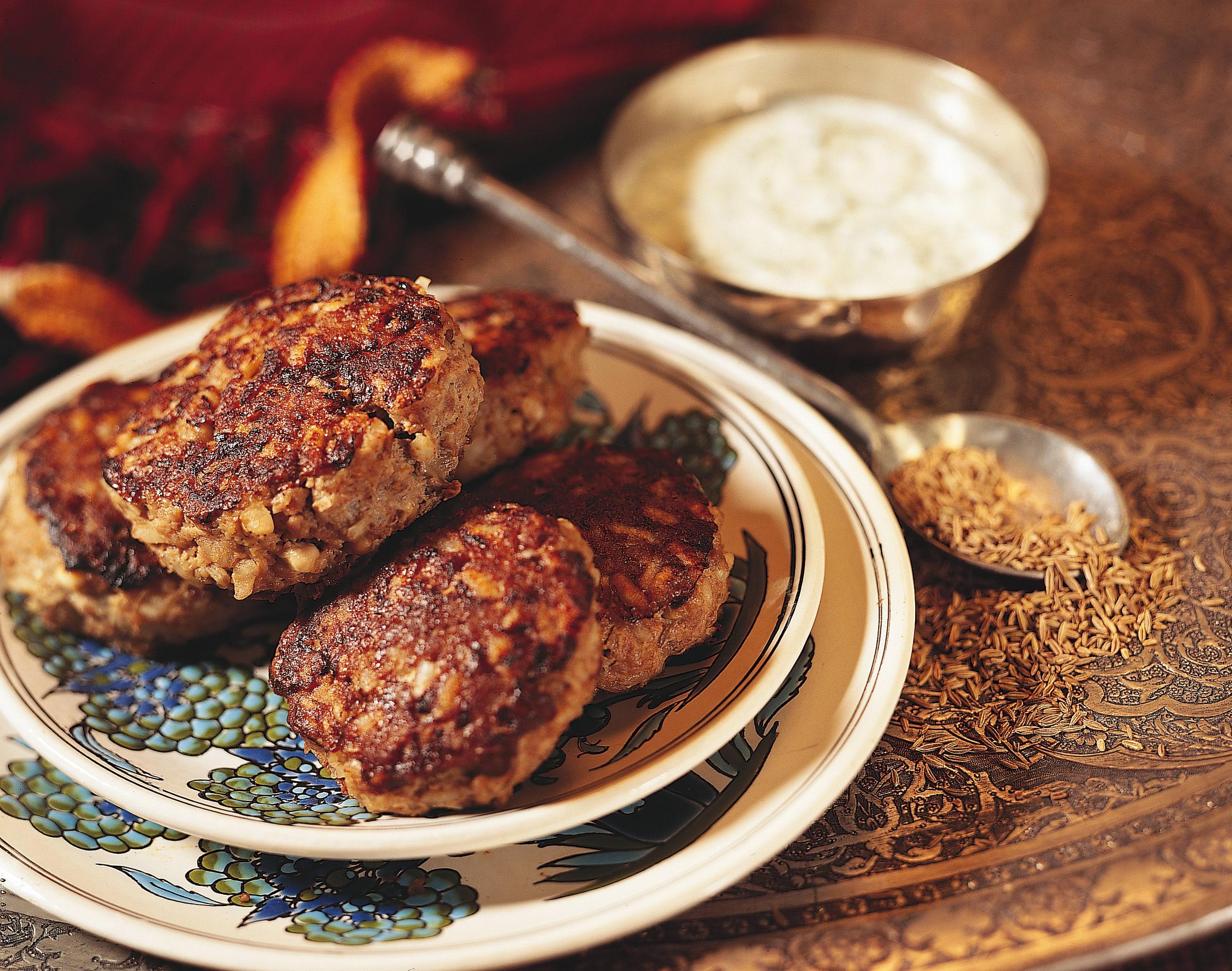Kefta sauce au yogourt et à l'ail (boulettes de viande)