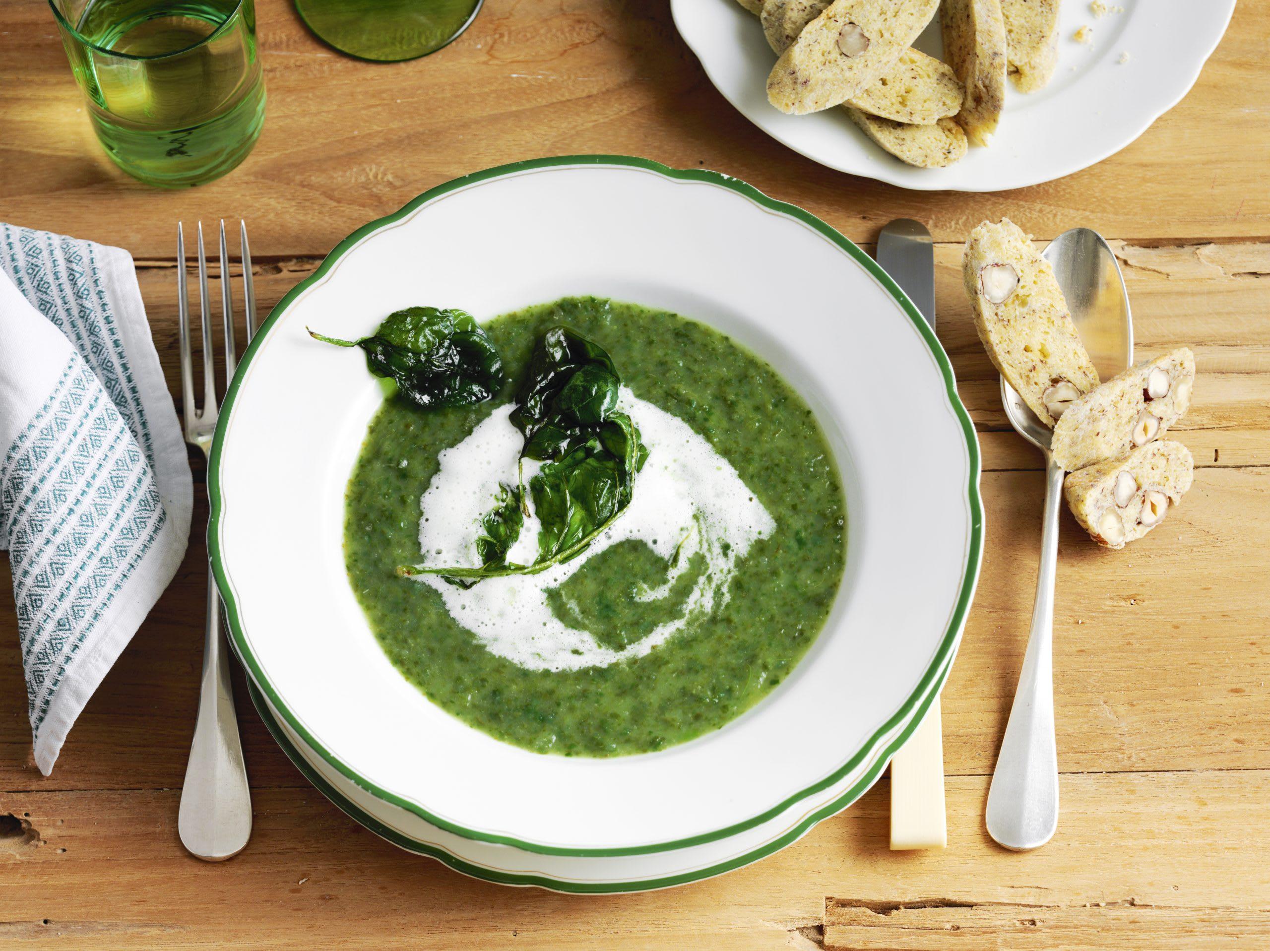 Kohlrabi-Spinat-Suppe und Emmentaler Chrömli