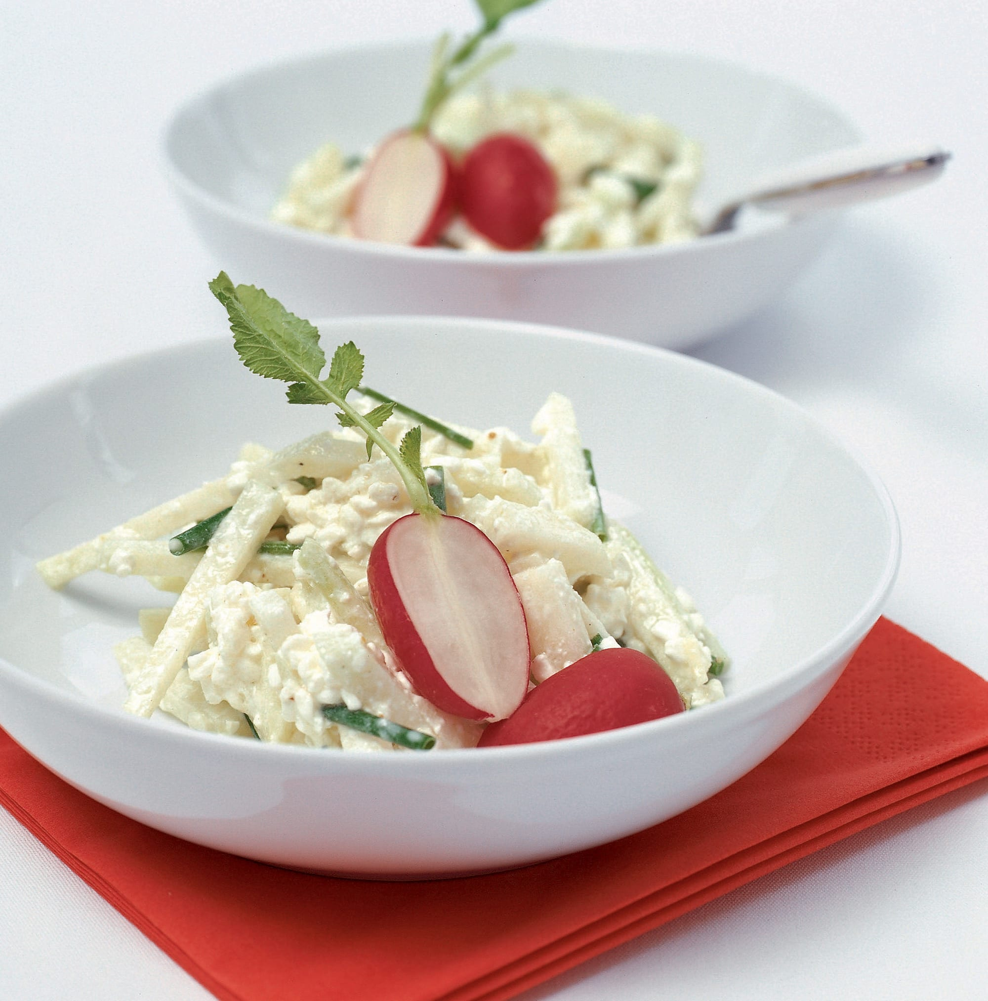 Salade de colraves et sauce au cottage cheese