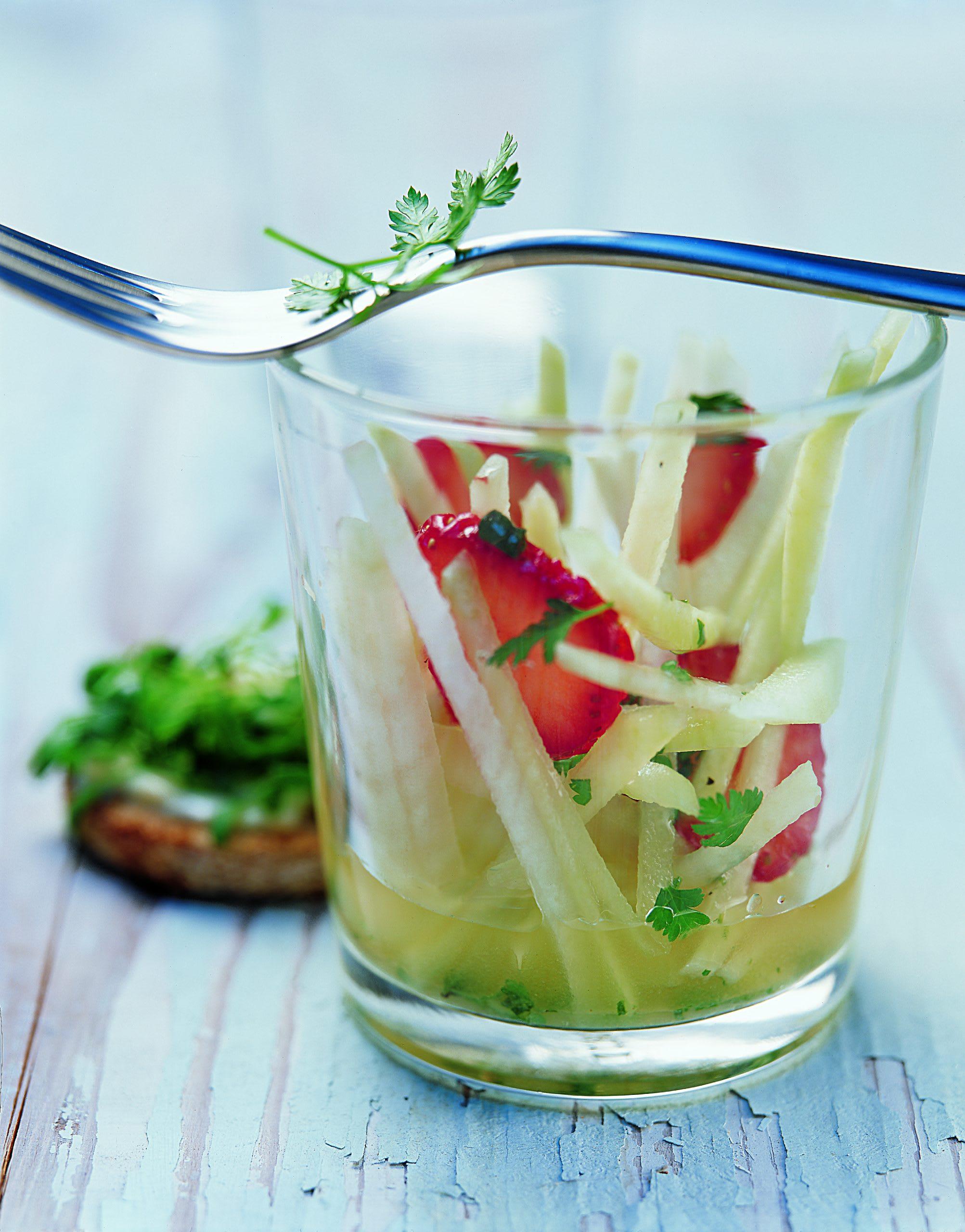 Salade de colrave et de fraises