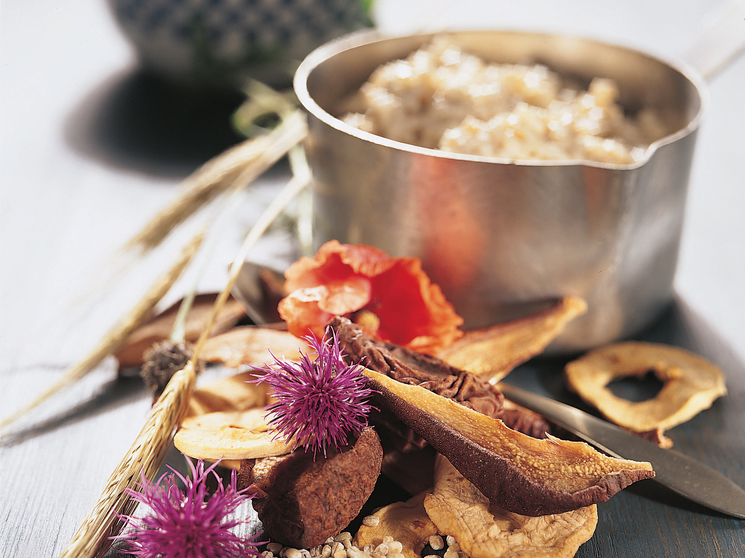 Kompot z ricetom in suhim sadjem(Orge à la compote de fruits secs)