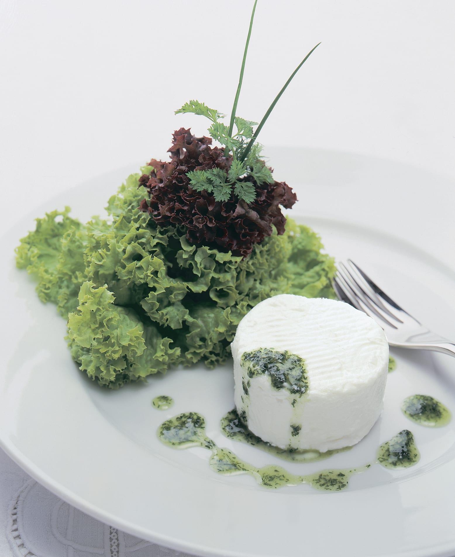 Kräutersalat mit Tessiner Ziegenkäse an Feigensenfsauce