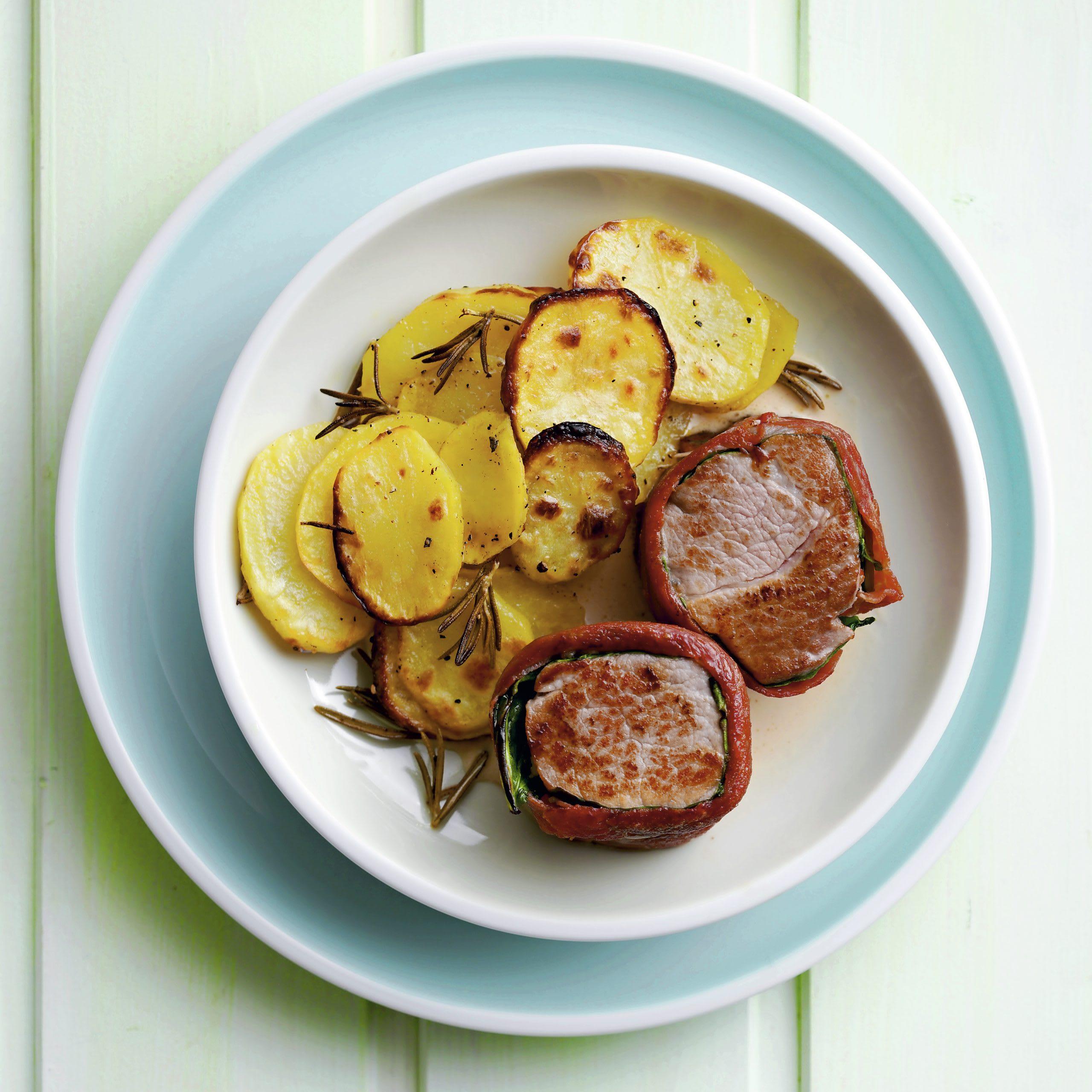 Krautstiel-Schinken-Medaillons mit Kartoffeln aus dem Ofen
