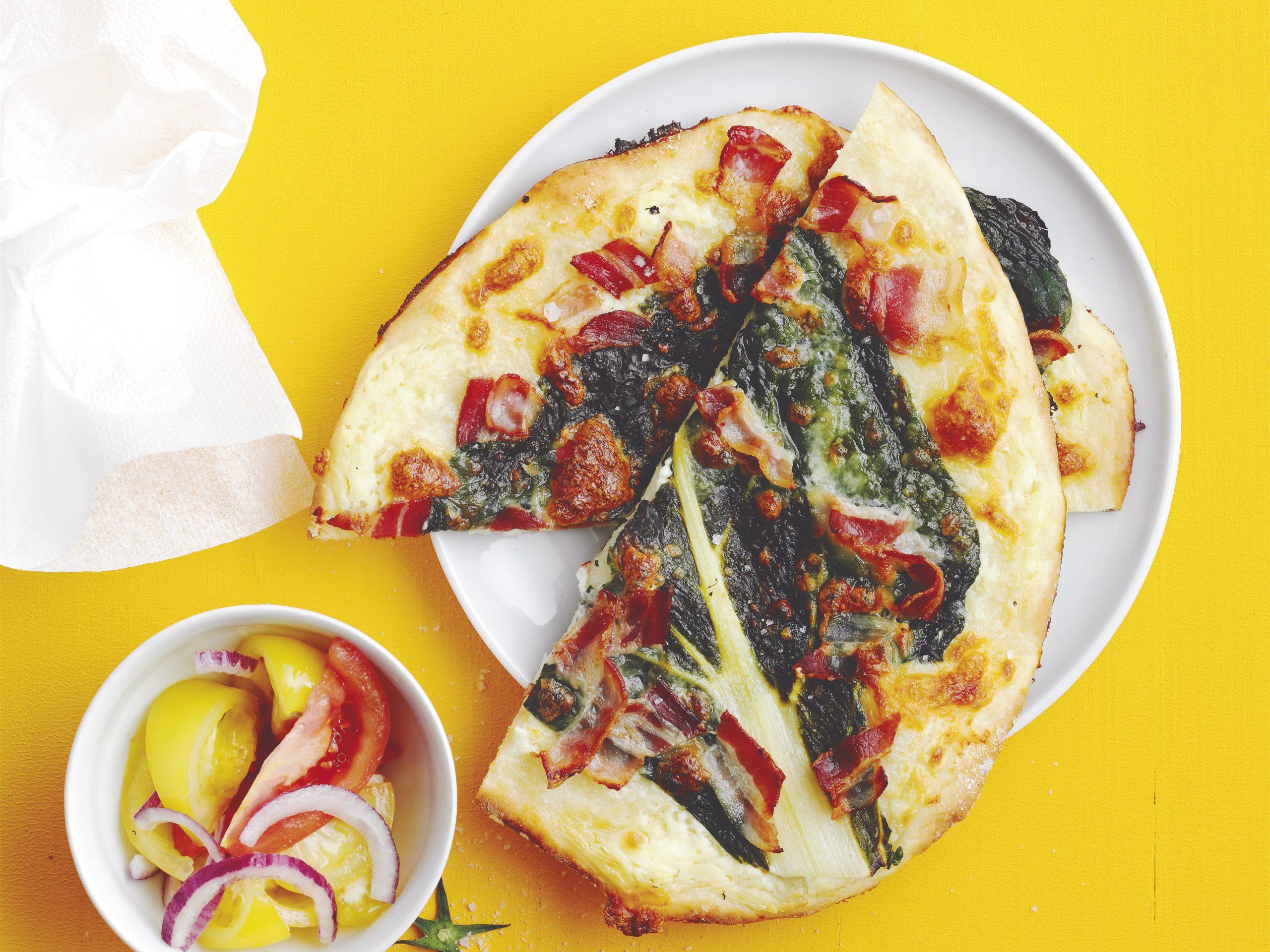 Pizza aux côtes de bettes et au lard