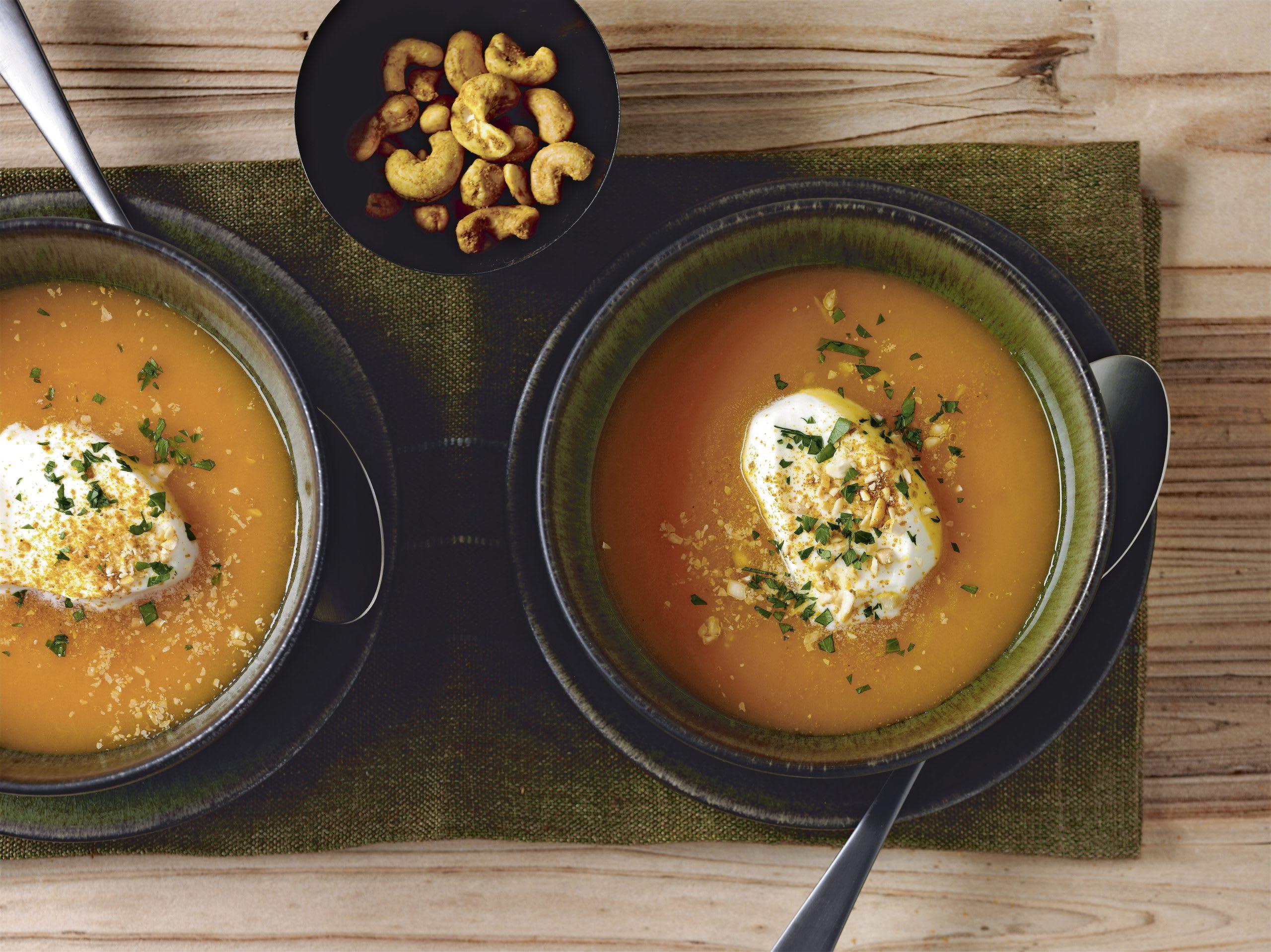 Kürbis-Ingwer-Suppe mit Curry-Cashews