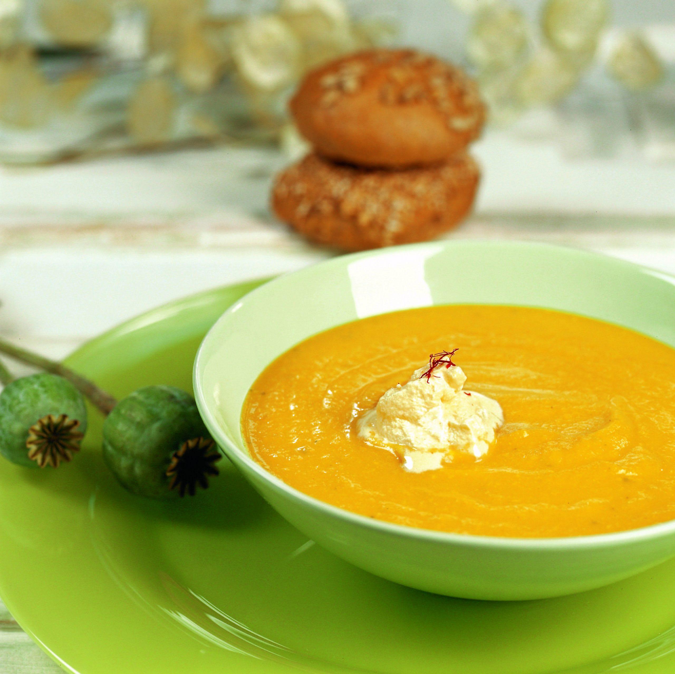 Kürbis-Suppe mit Safranhaube