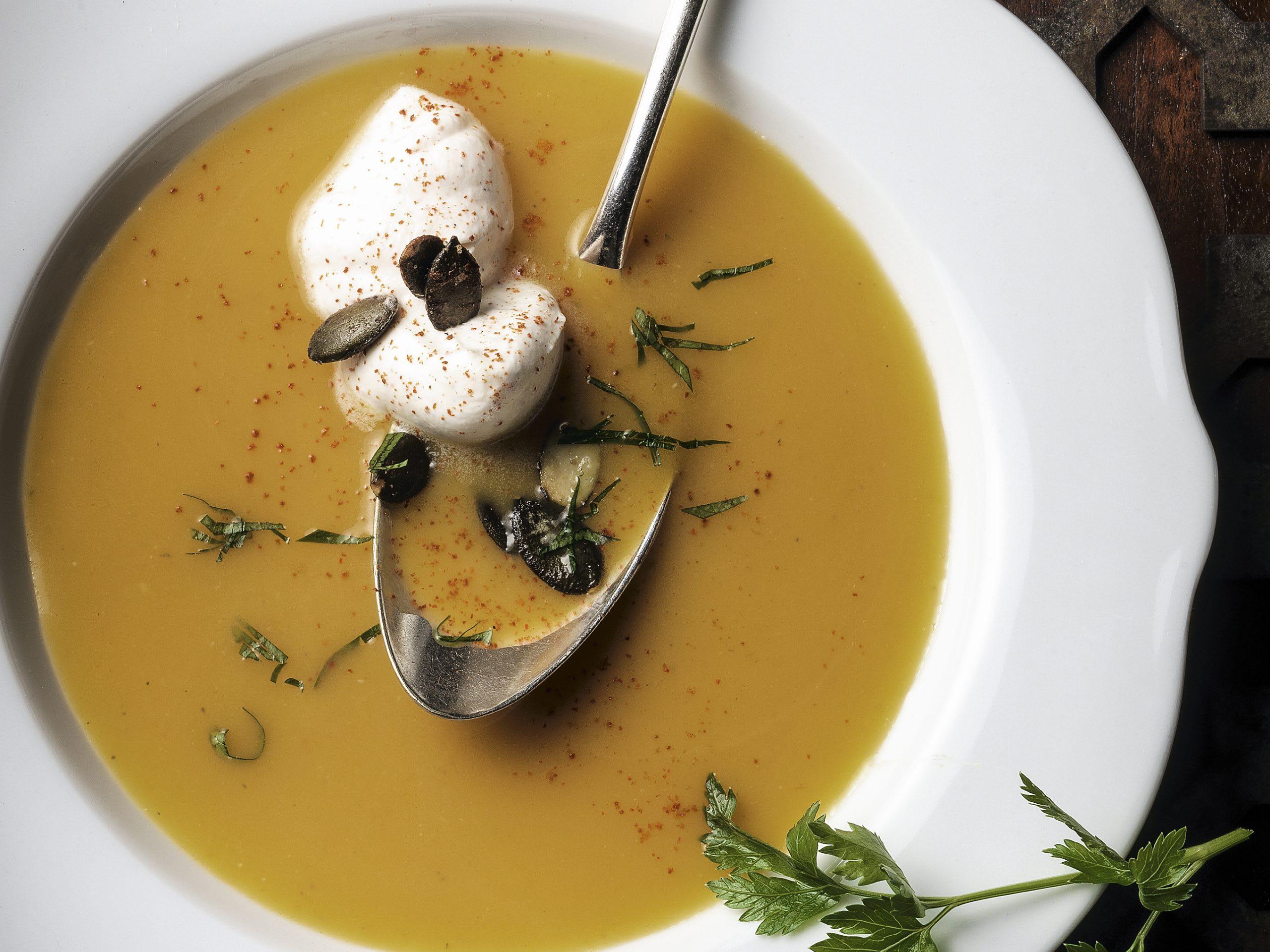 Potage de courge, mousse miel-vanille et graines rôties au miel