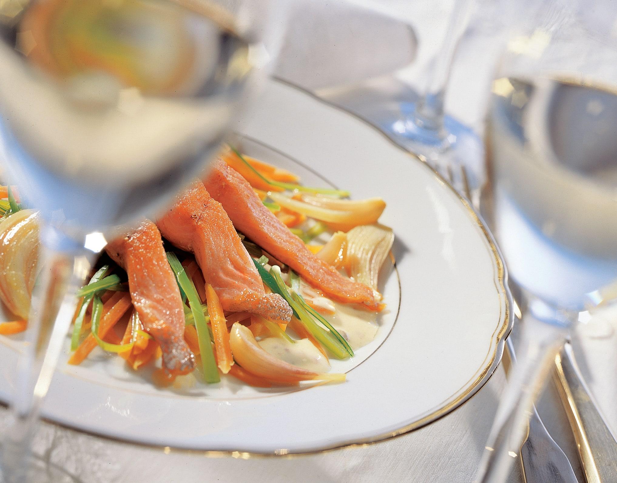 Truite saumonée sur julienne de légumes