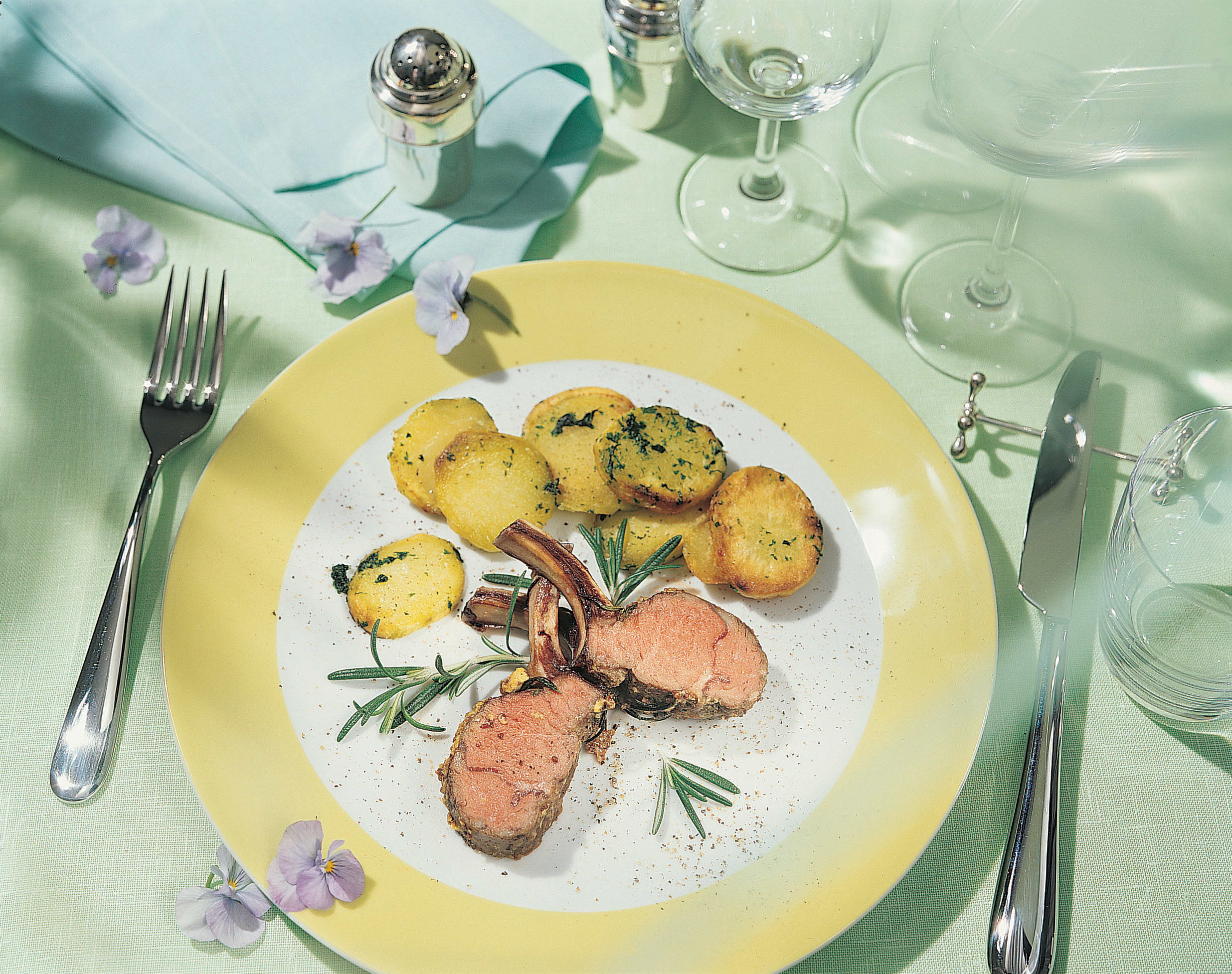Lammrack mit Bärlauch-Kartoffeln