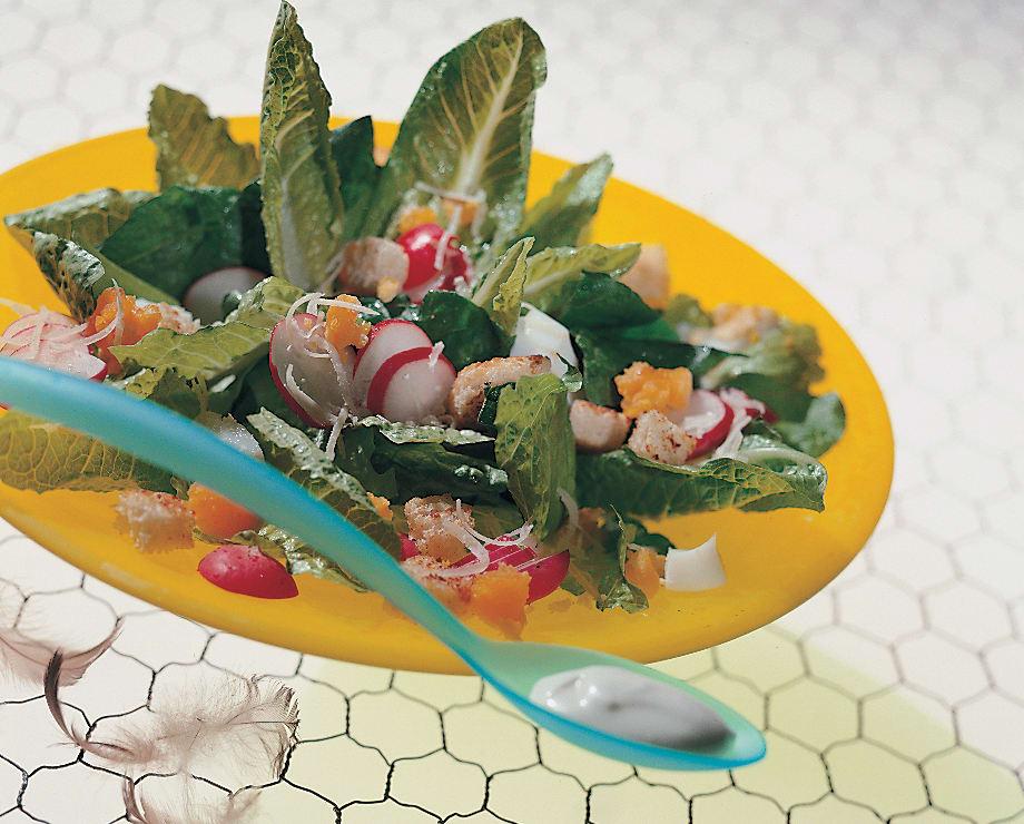 Salade de laitue aux radis avec sauce César