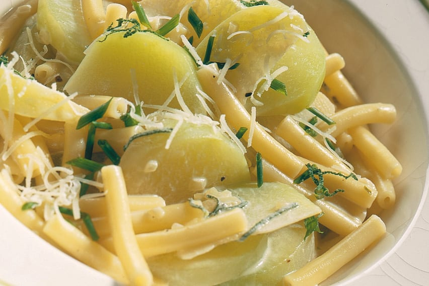 Macaronis sauce au colrave et aux herbes