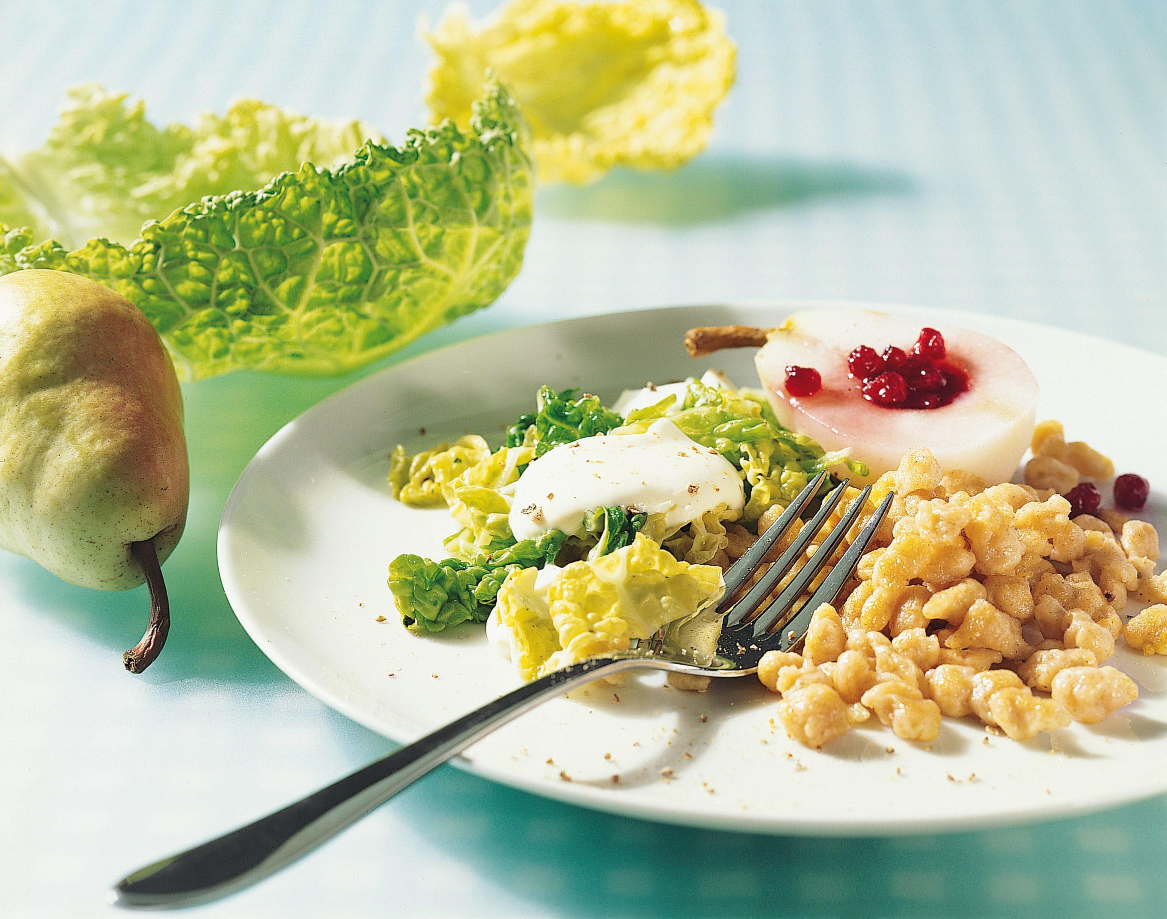 Knöpfli maïs-épeautre chou frisé et demi-poire