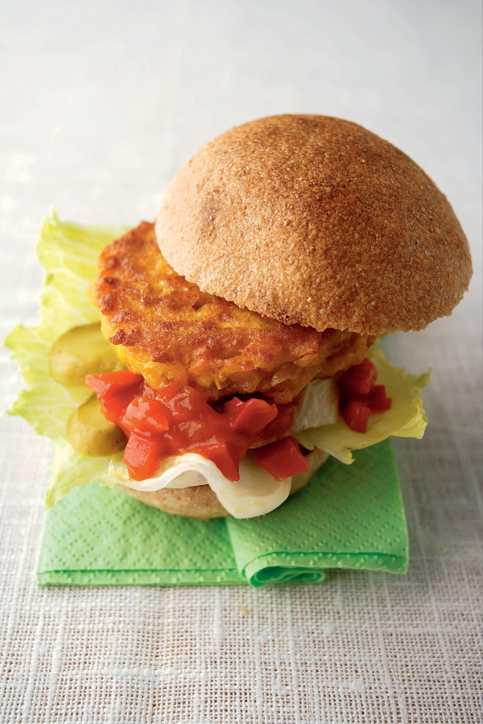 Hamburger au maïs et ketchup piquant (veggie burger)