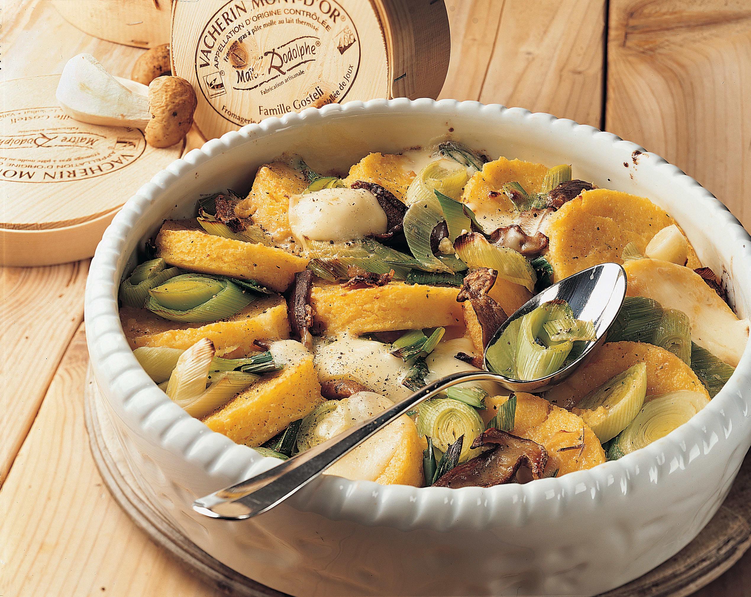 Maisgratin mit Gemüse und Vacherin Mont-d'Or