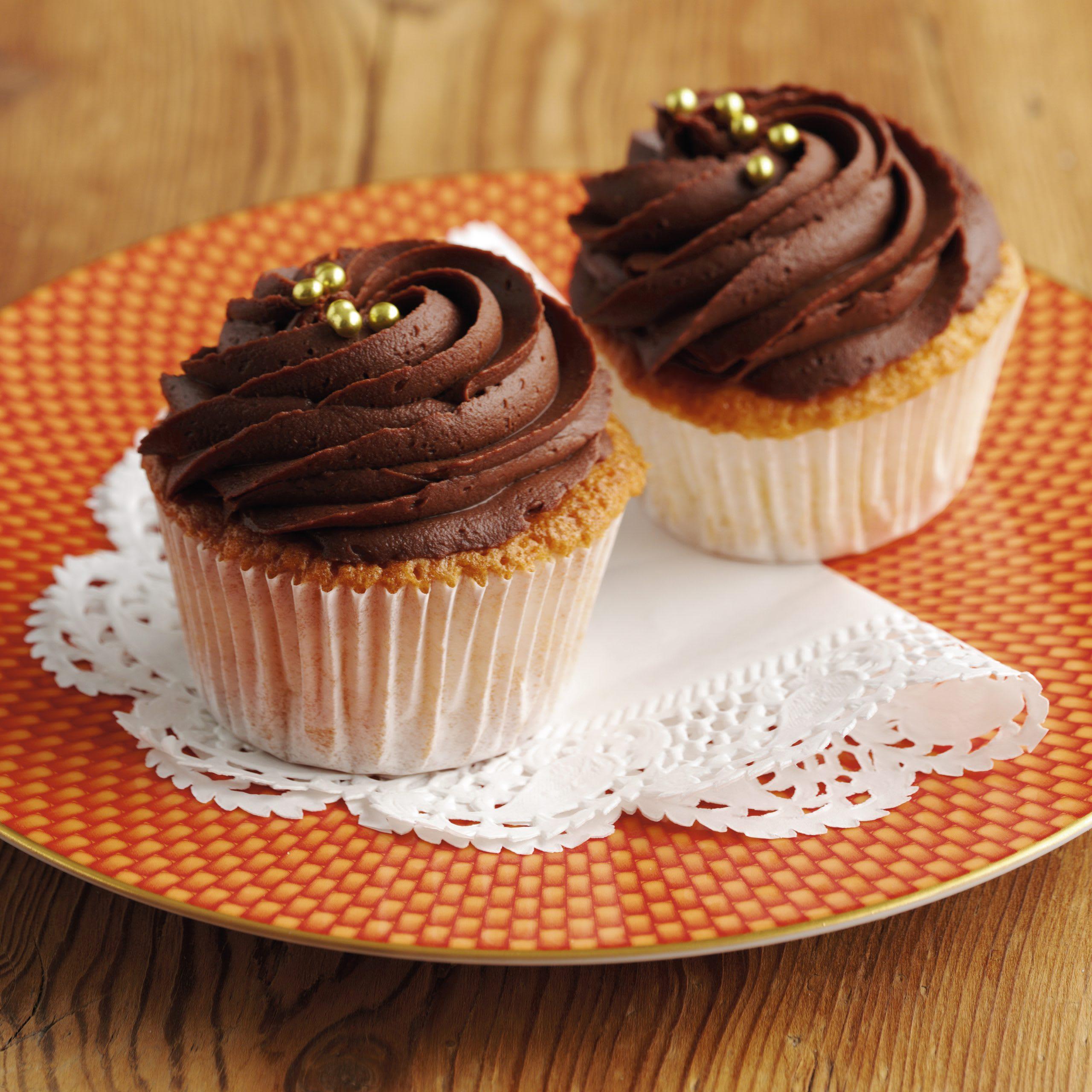 Cupcakes au massepain et topping crème au chocolat