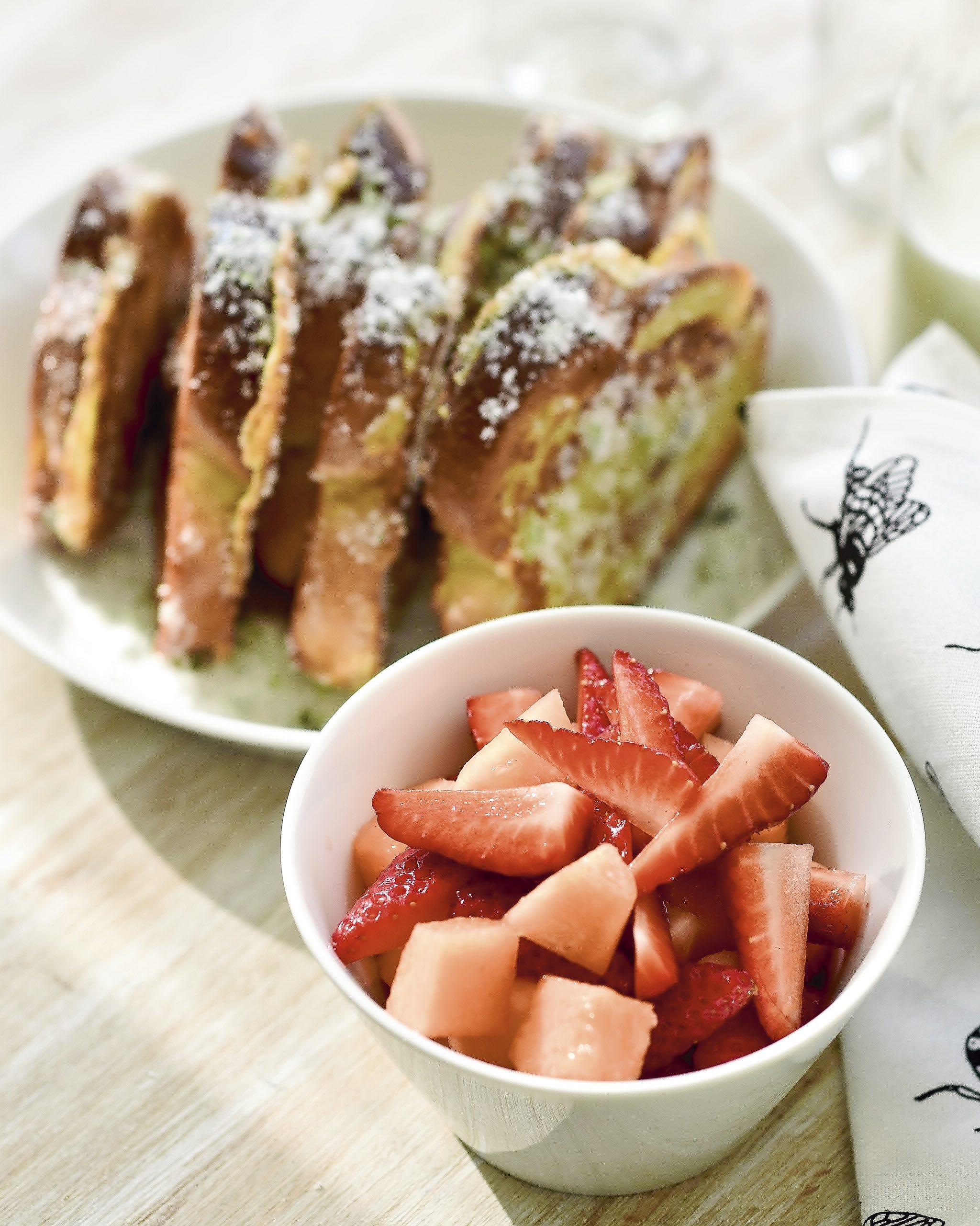 Croûtes dorées melon-fraises