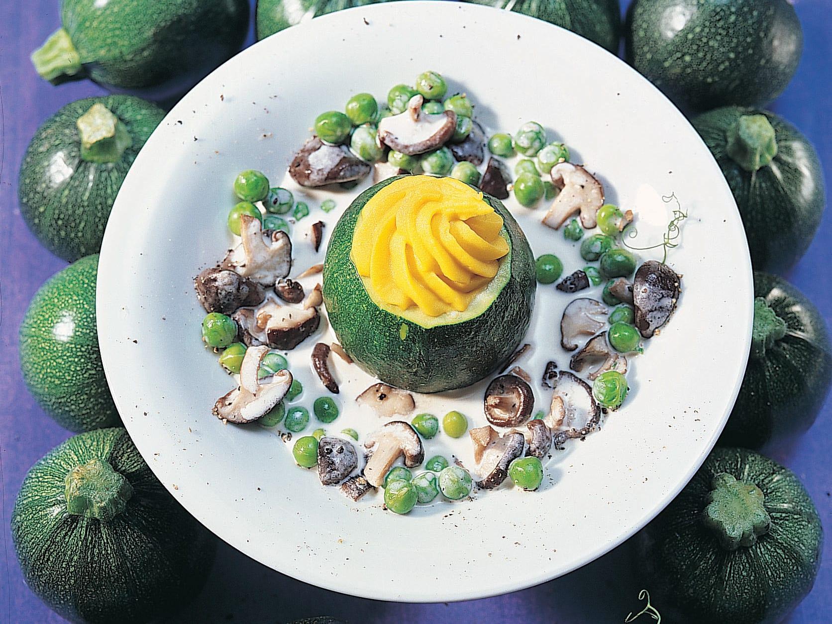 Courgette ronde mousseline au safran, sauce shiitake et petits pois