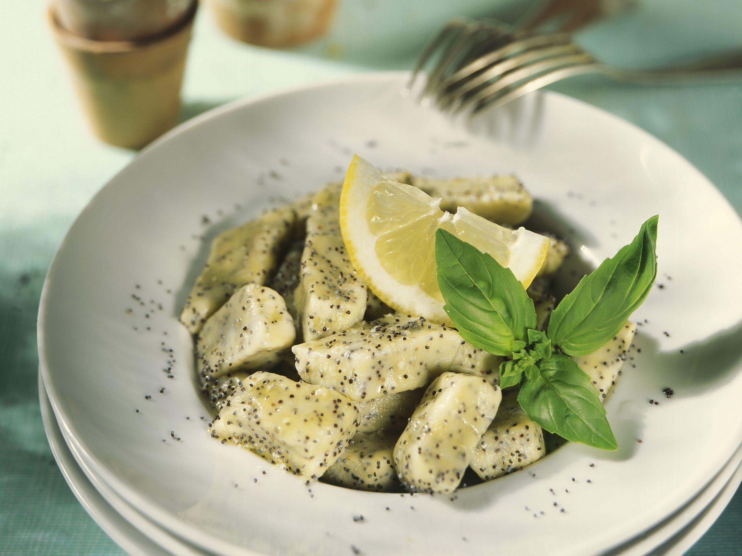 Mohn-Gnocchi an Basilikum-Zitronen-Butter