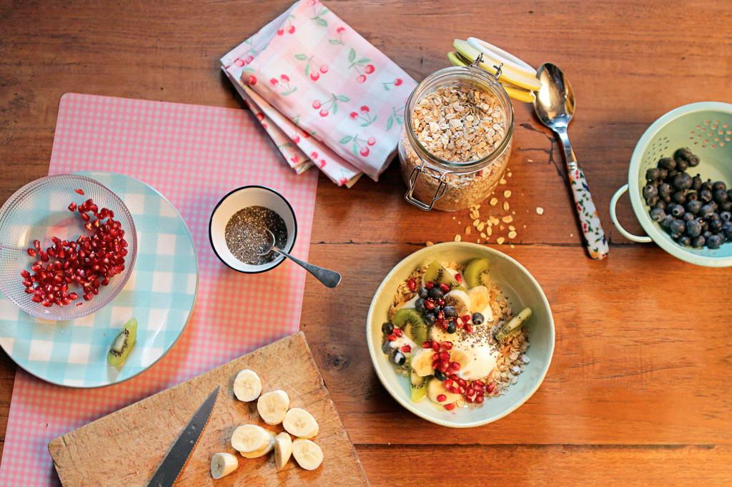 Müesli mit Früchten und Protein-Joghurt