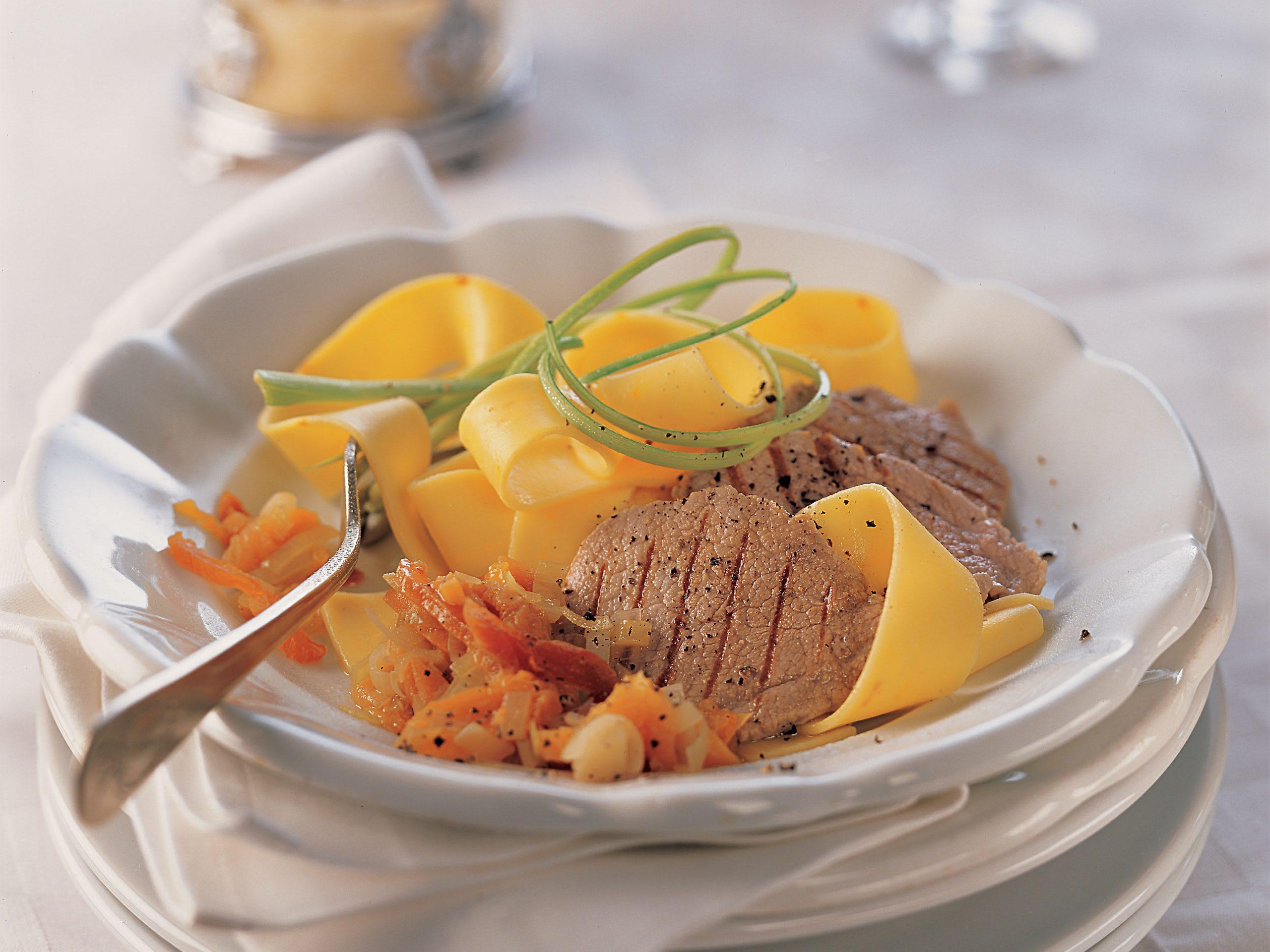 Nouilles sauce abricot et escalopes de veau