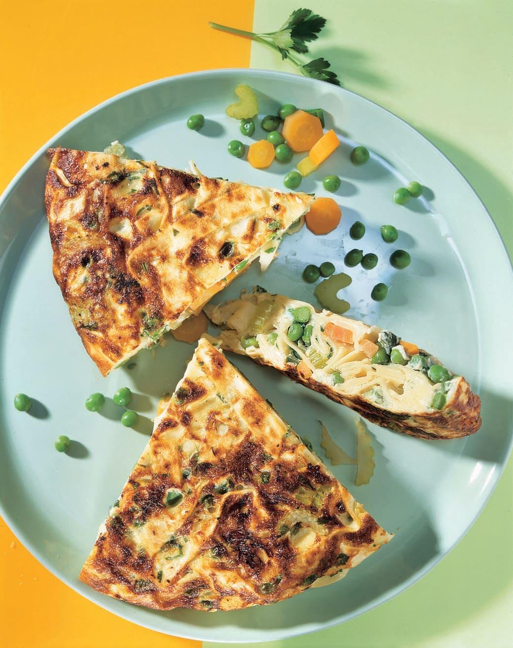 Omelette aux pâtes et aux légumes