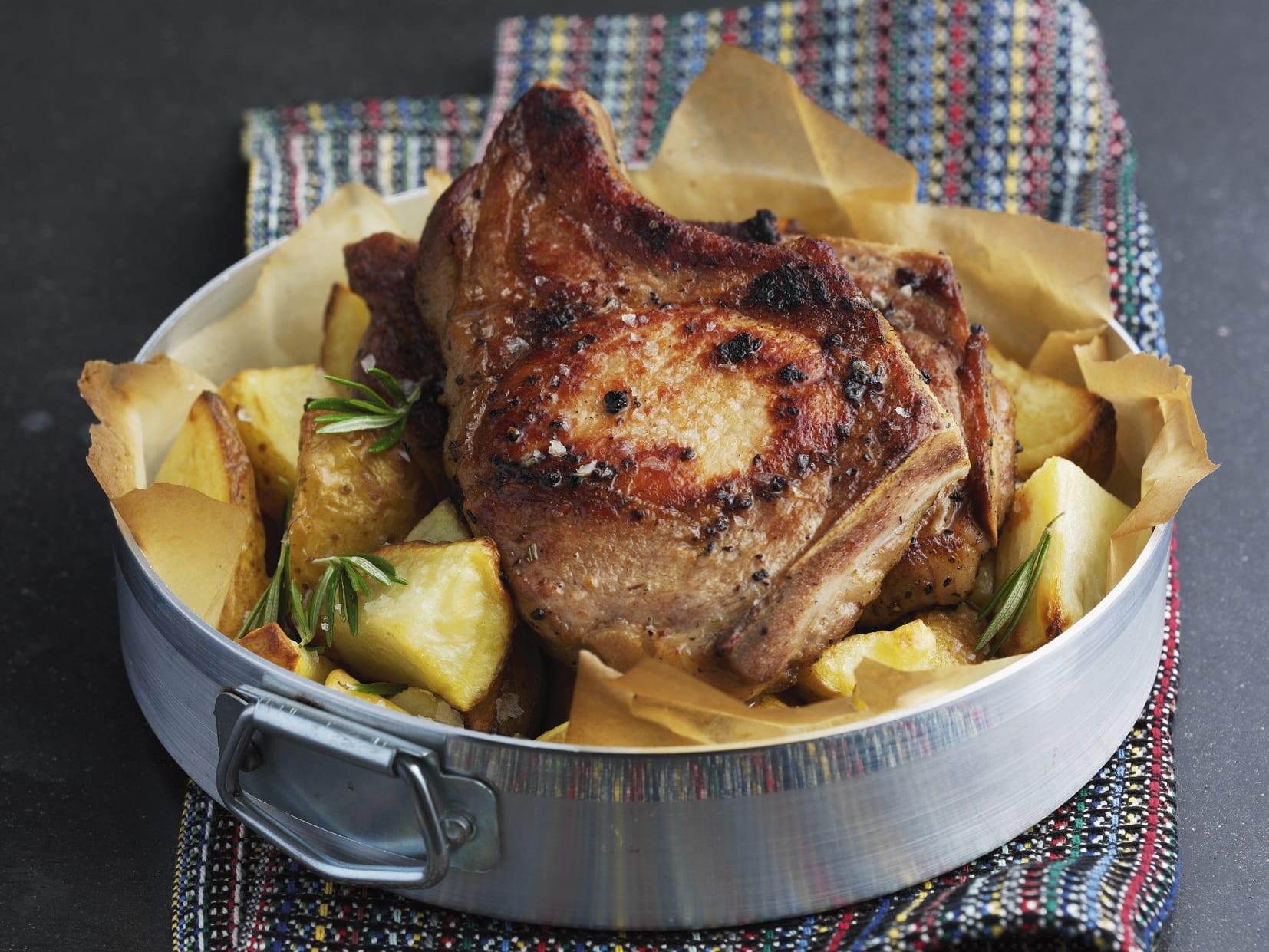 Ofen-Koteletts mit Kartoffeln
