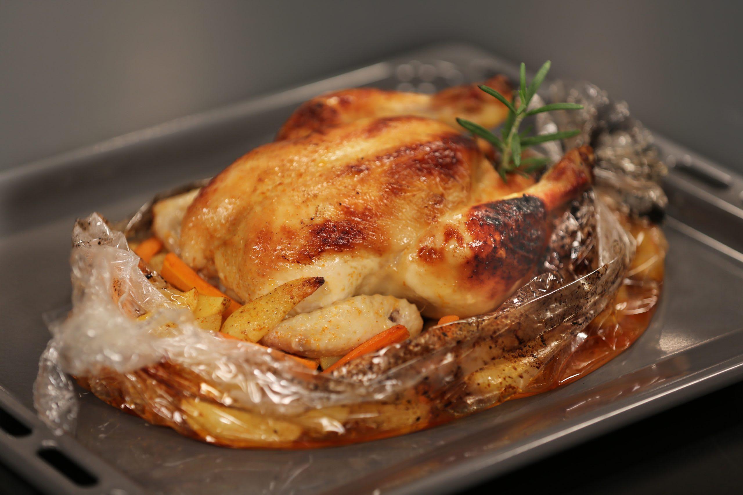Poulet au four avec carottes et pommes de terre