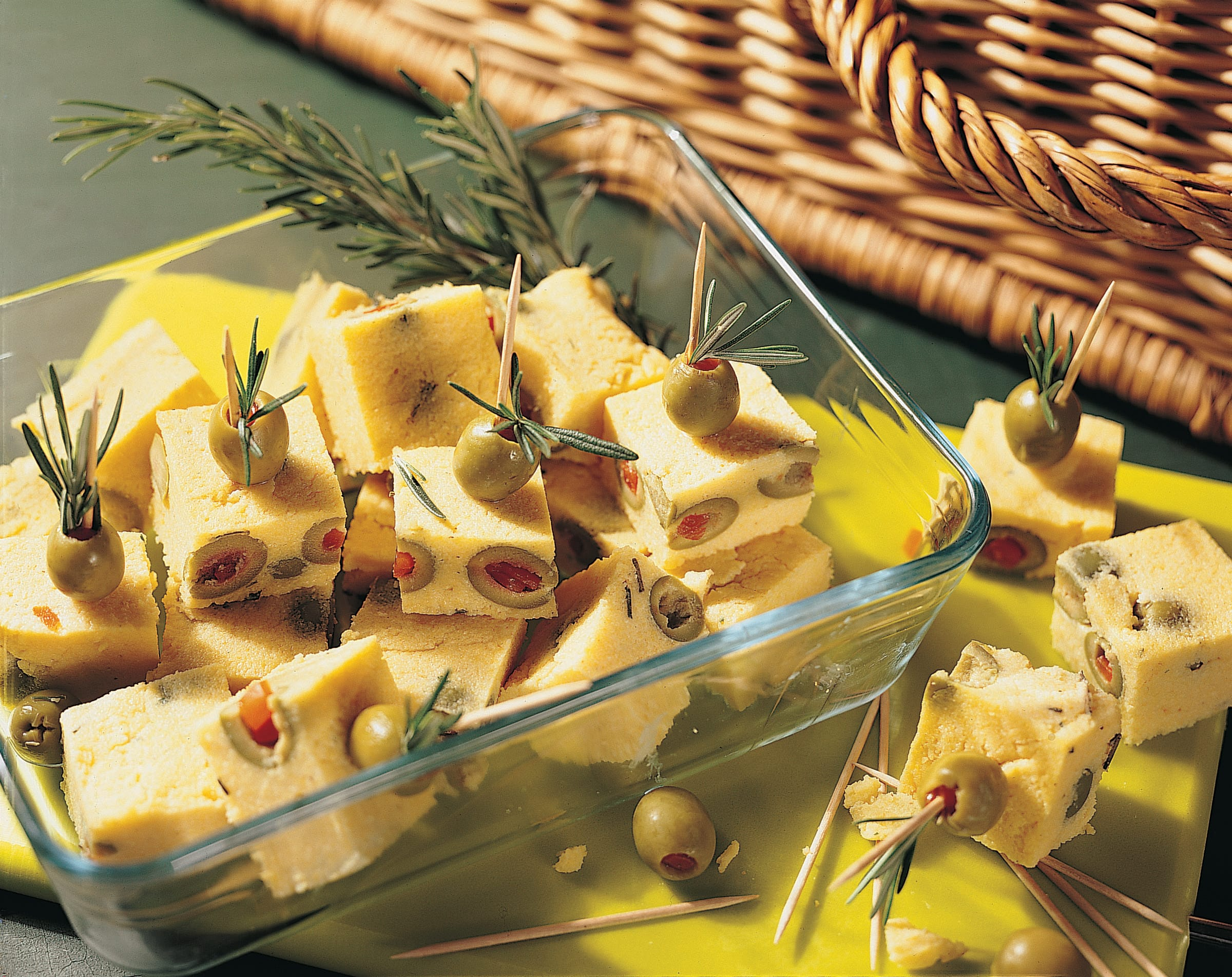 Oliven-Polenta-Würfel