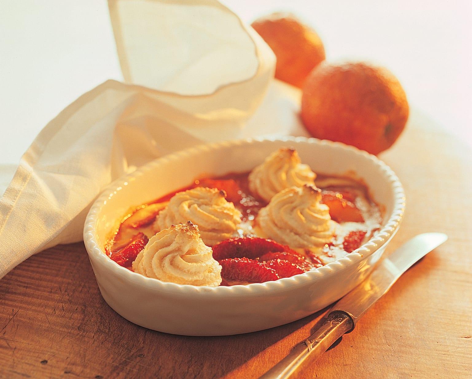 Orangengratin mit Mandelhaube