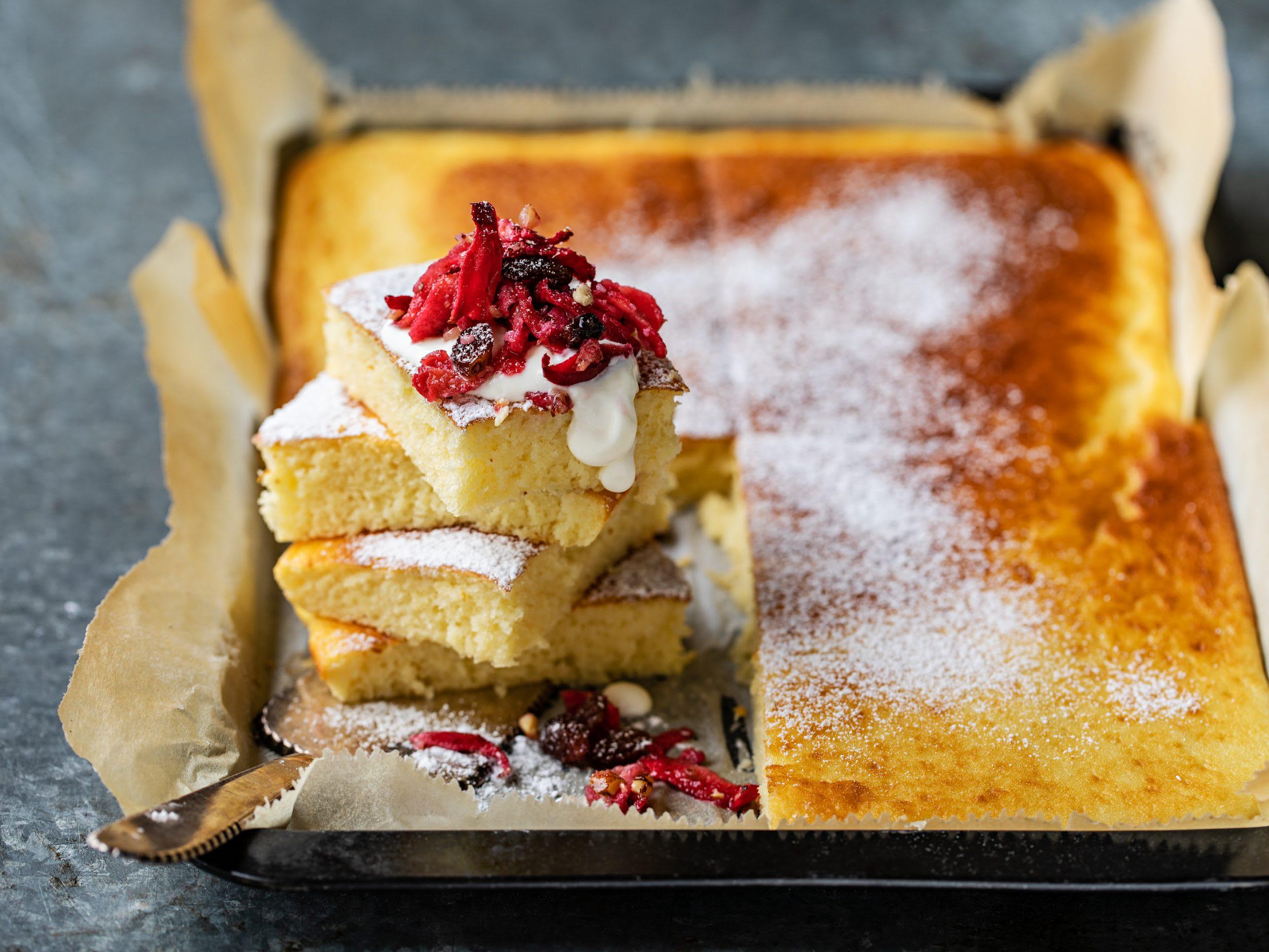 Pancake-Kuchen mit Apfel-Nuss-Topping