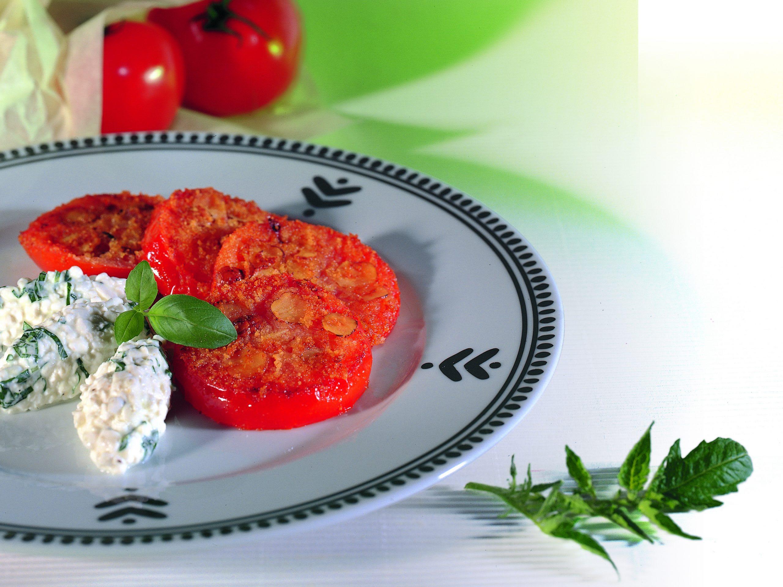 Tomates panées avec cottage cheese au basilic