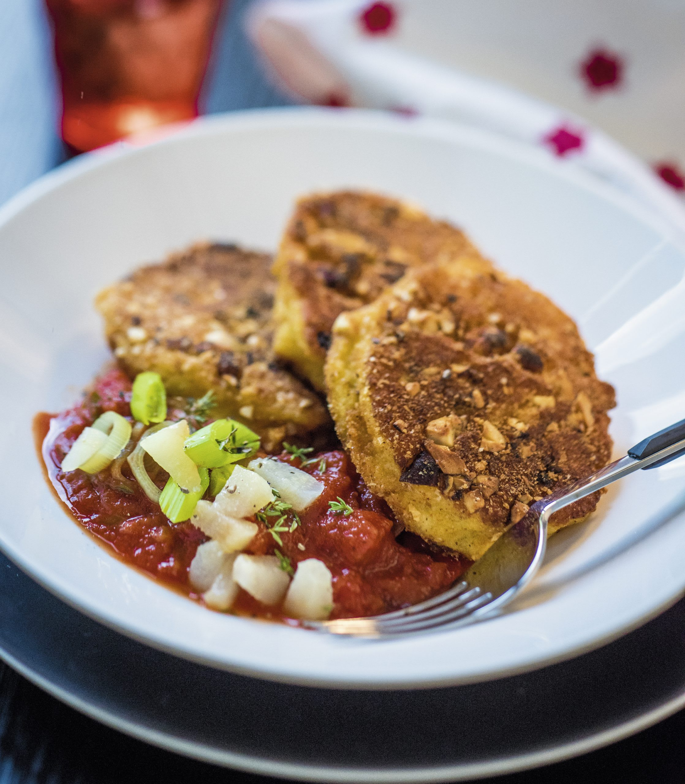 Paprika-Käsetaler mit Tomatensauce