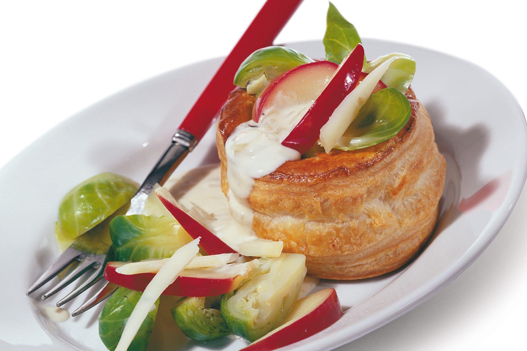 Vol-au-vent végétarien aux choux de Bruxelles et aux pommes