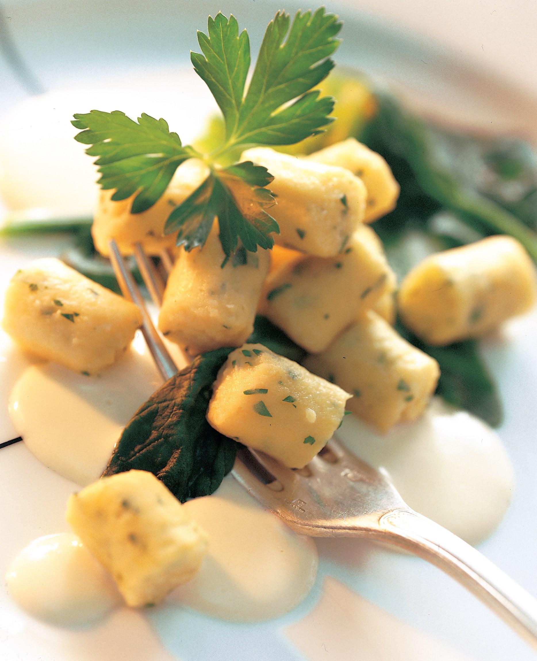 Petersilien-Gnocchi an Mutschli-Sauce