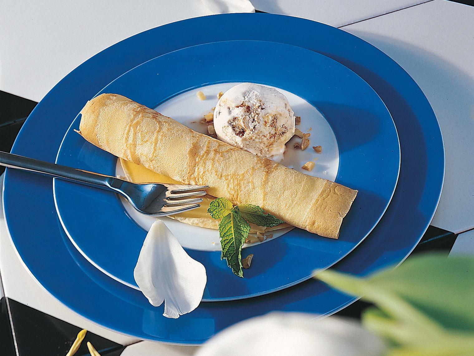 Pfannkuchen mit Baumnussglace und Nusslikör