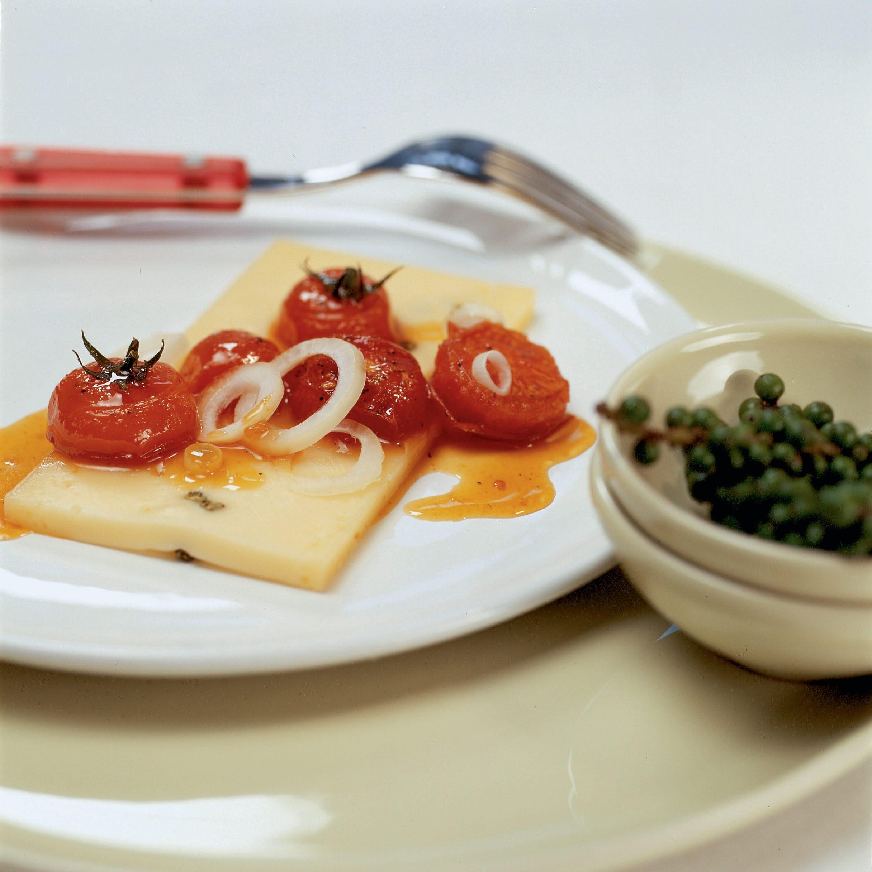 Pfefferkäse mit caramelisierten Tomaten